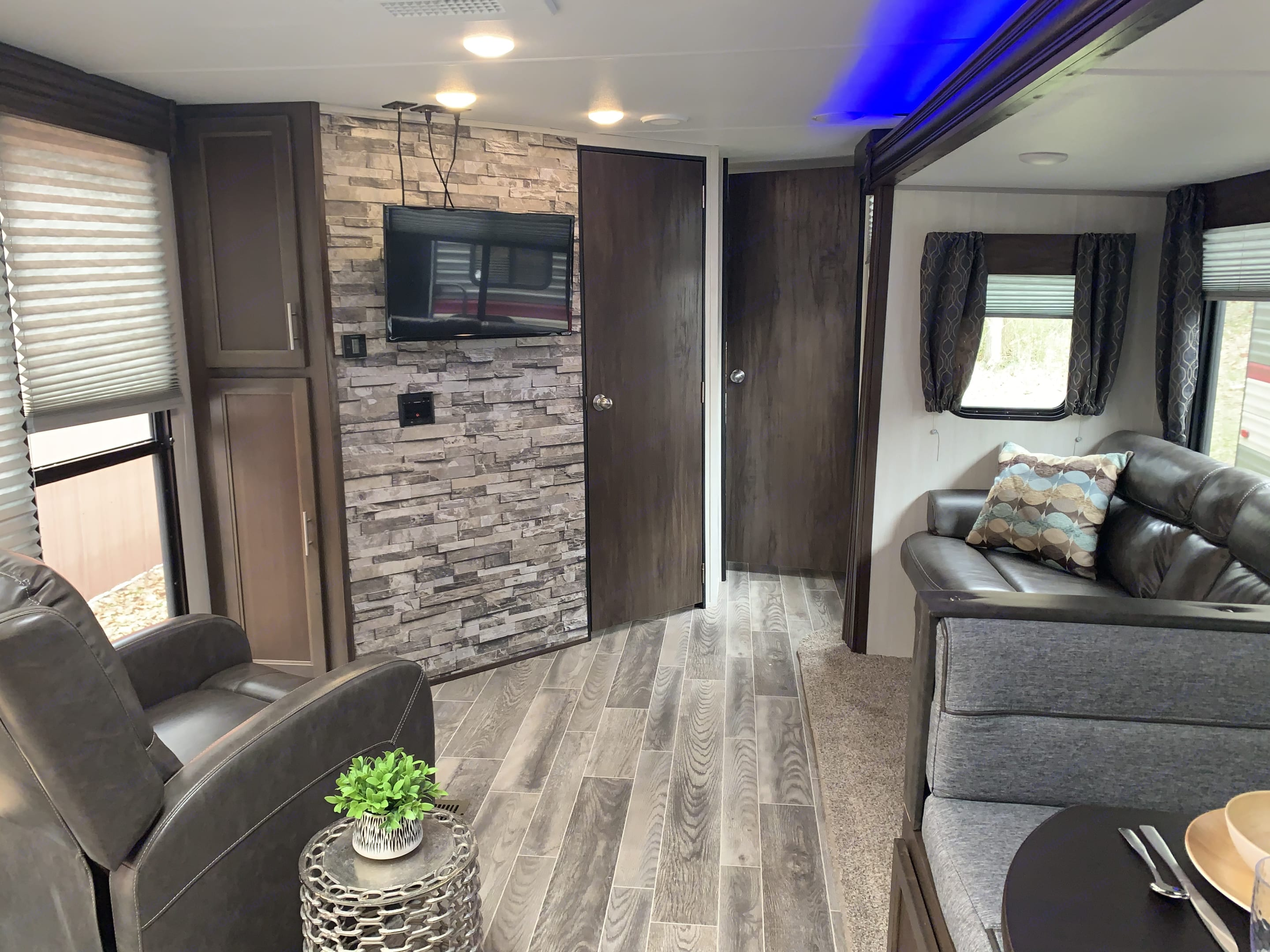 Awesome Entertainment Space. Forest River Cherokee 2019