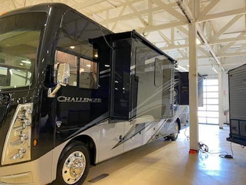 Thor Motor Coach Challenger 2021