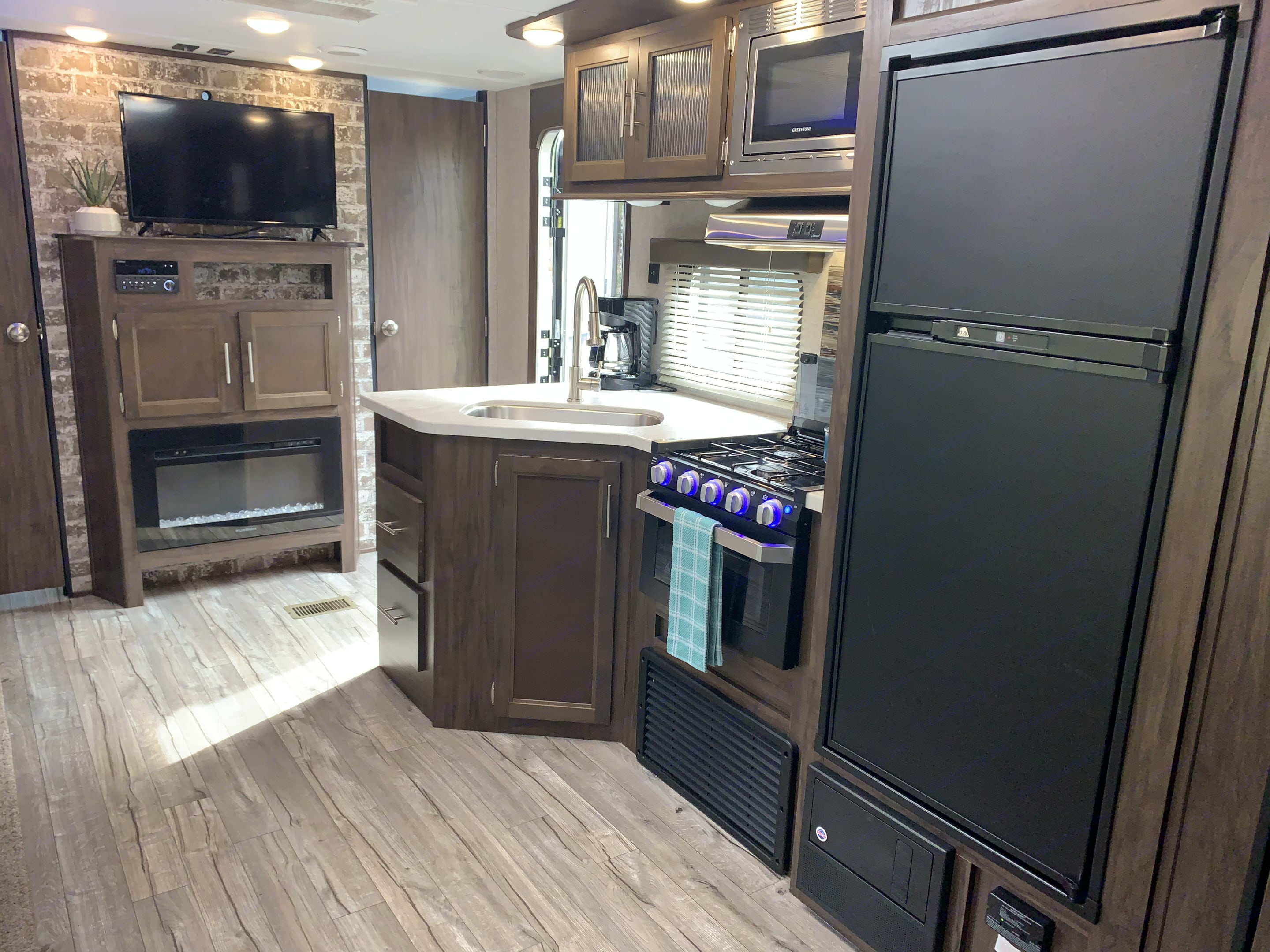 Great Camping Kitchen. Forest River Cherokee 2019