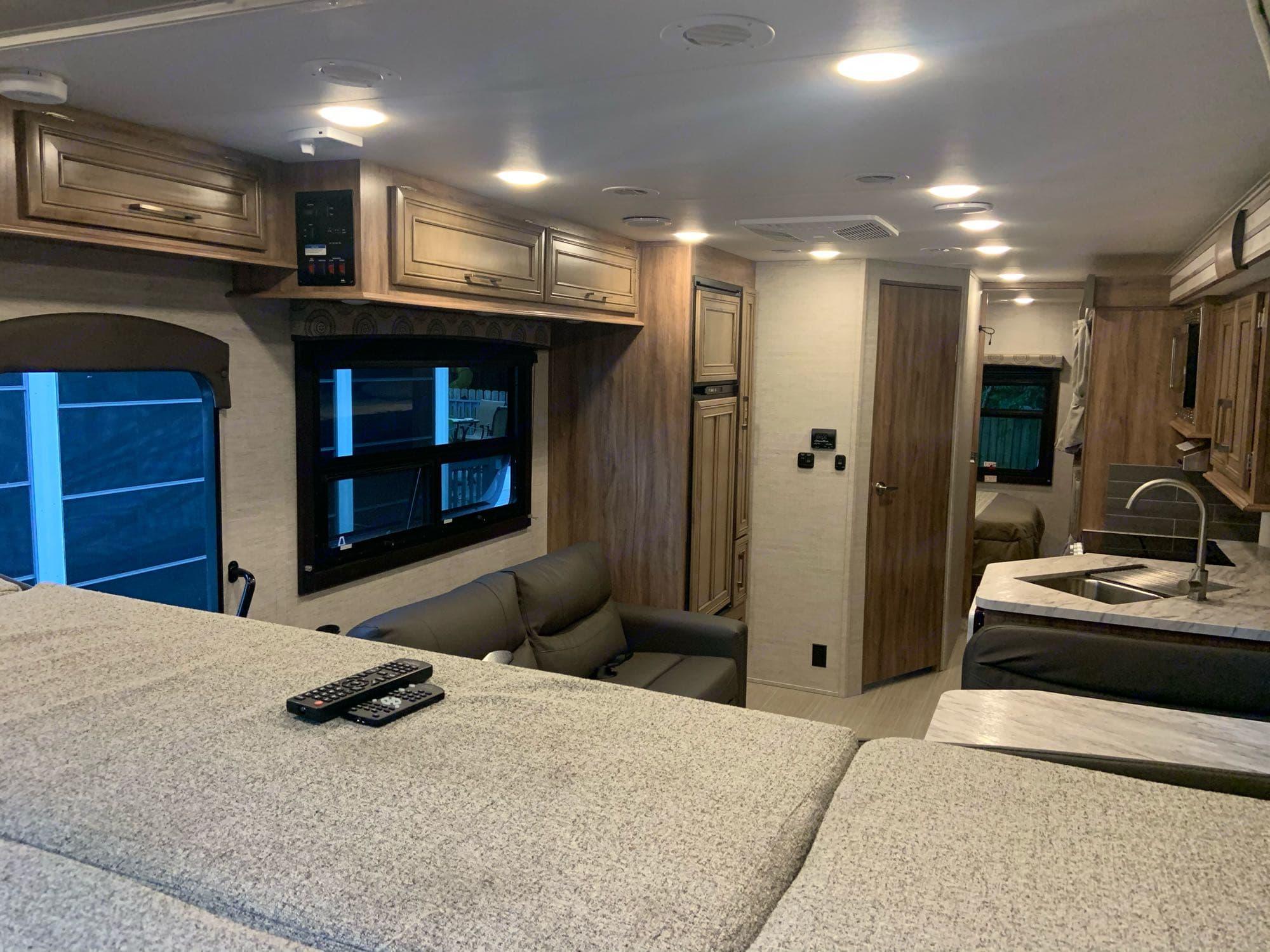 Entegra Coach Odyssey 2021