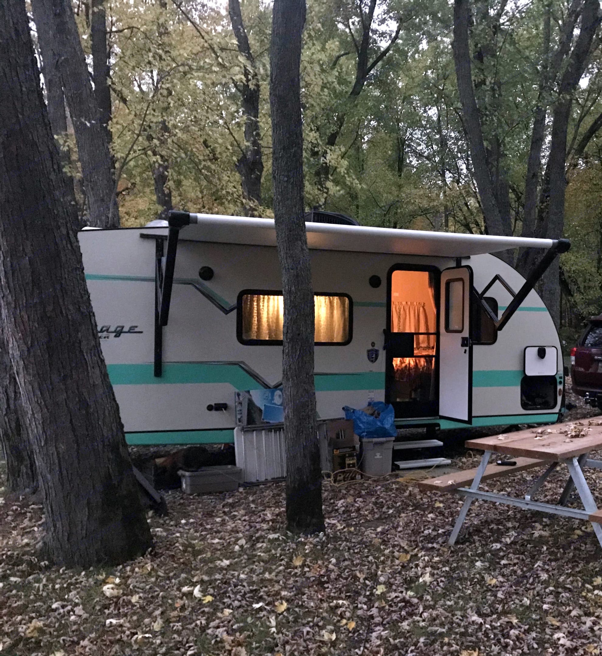 Dixie is a sweet place to call home for a few nights while you enjoy the outdoors.. Gulf Stream Vintage Cruiser 19MBS 2021