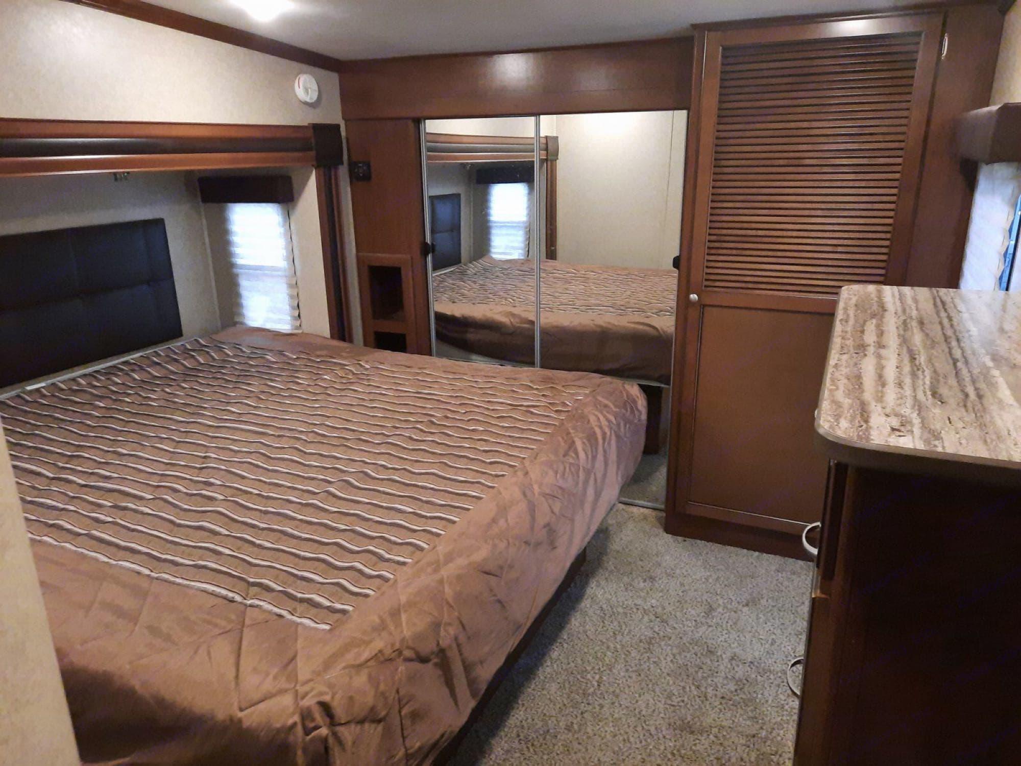 master king bed. Heartland Silverado 2015