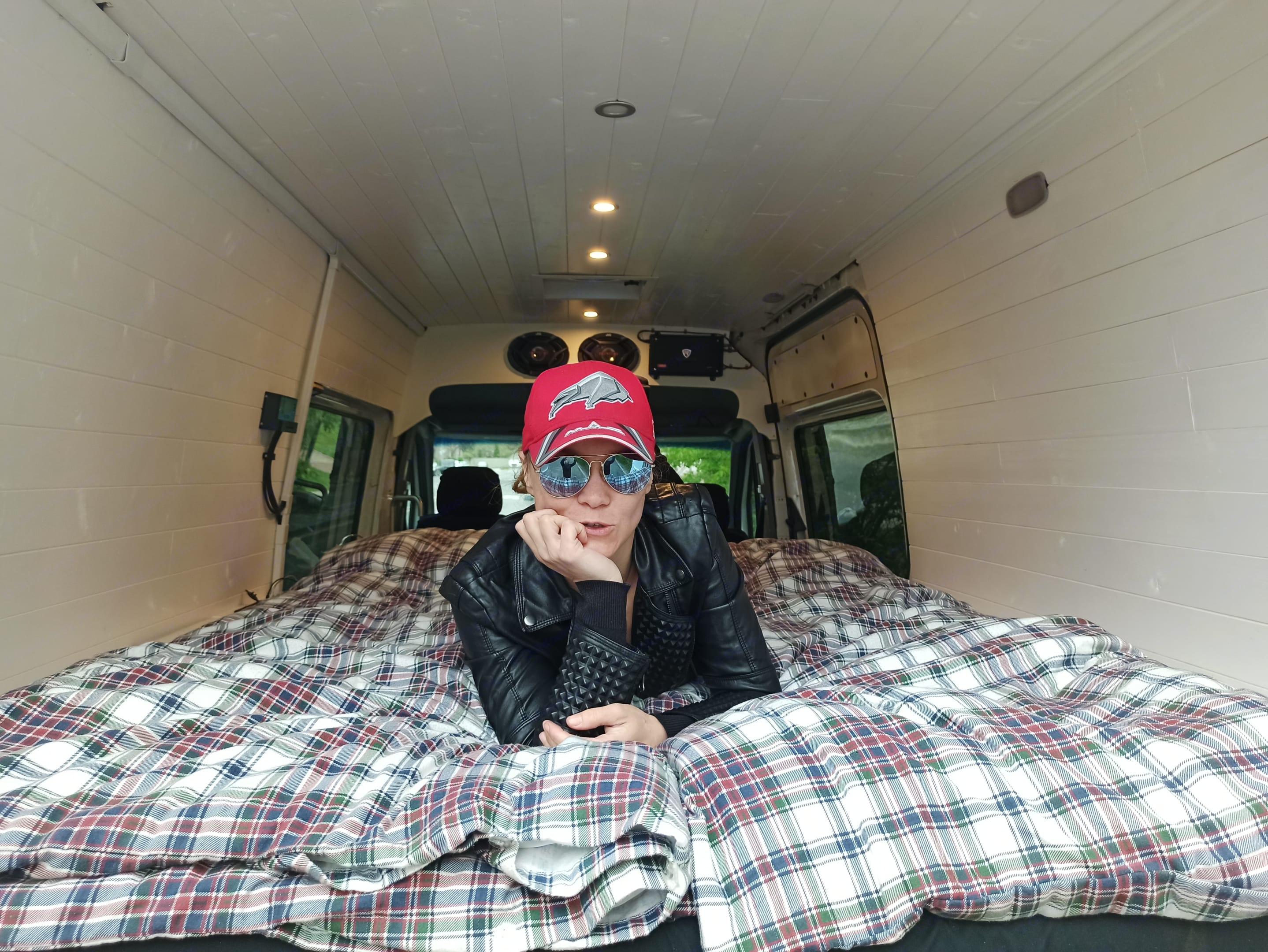 Both we and our previous guests loves the spacious full strech bed. Dodge Sprinter 2007