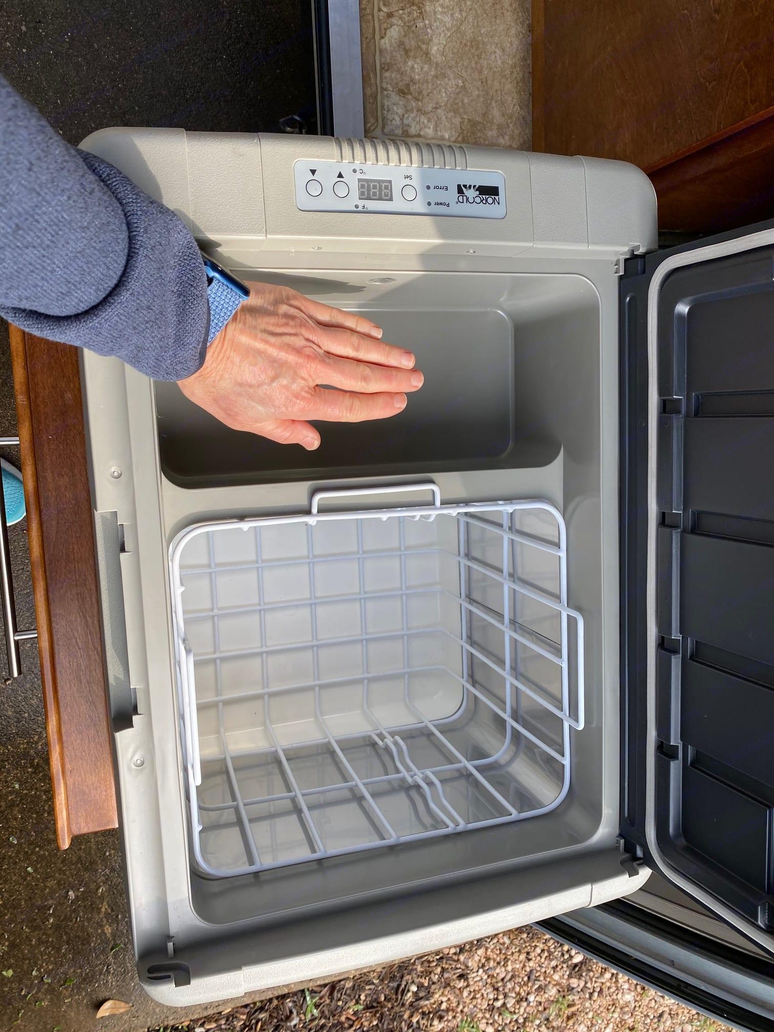 Mini Freezer/ Fridge. Little Guy T@G 2015