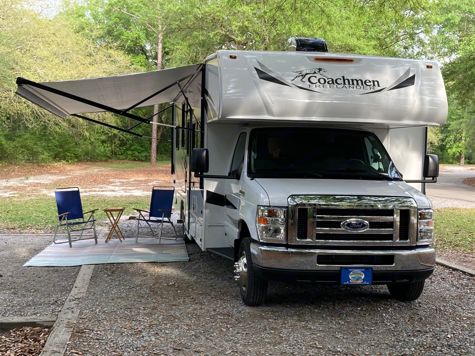 Ready to relax at the next campsite. Coachmen Freelander 2021
