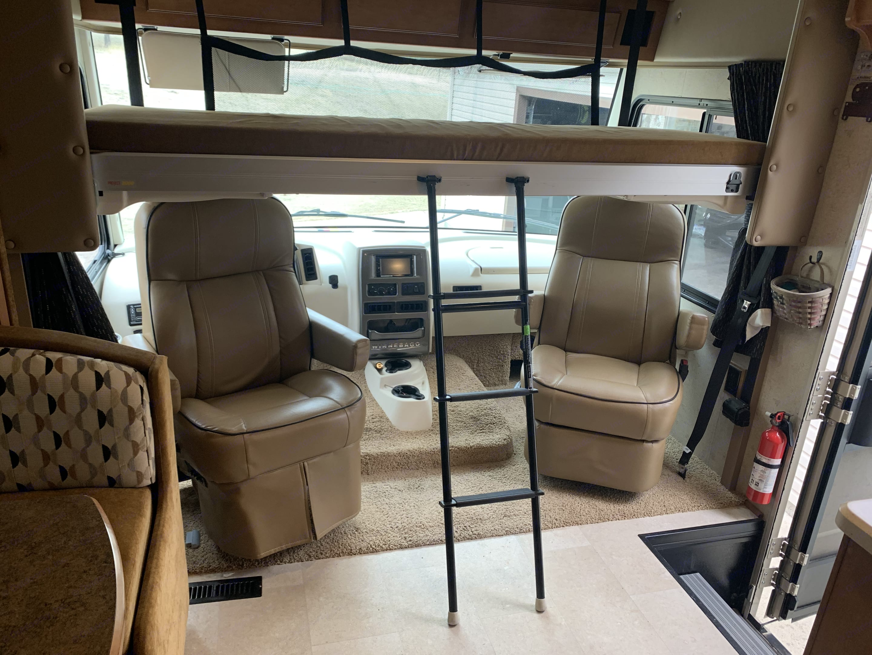 Long bunk. Winnebago Vista 2015