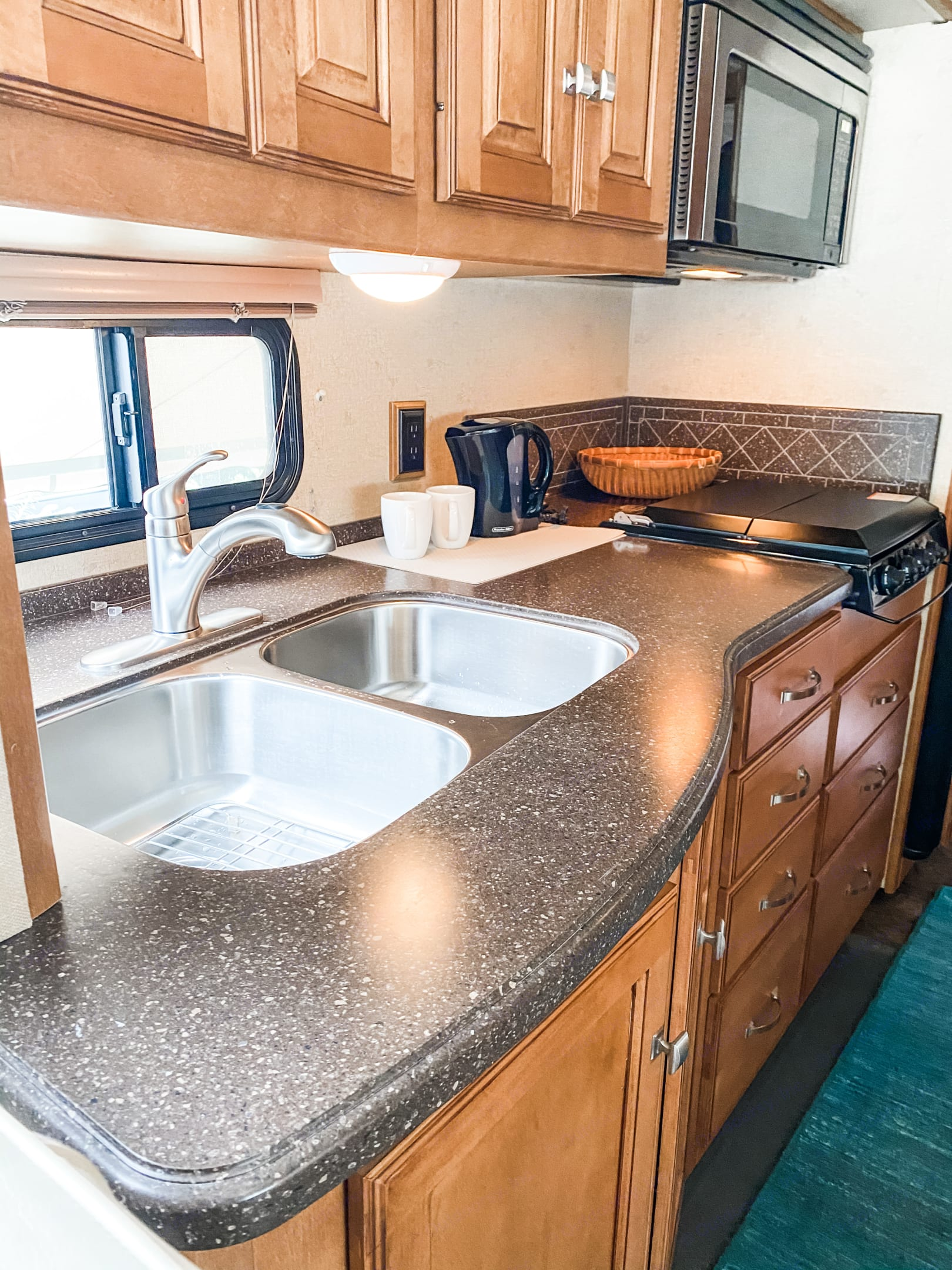 Double stainless steel sink makes clean up easy. Upgraded faucet extends and has different modes. . Winnebago Sightseer 2013