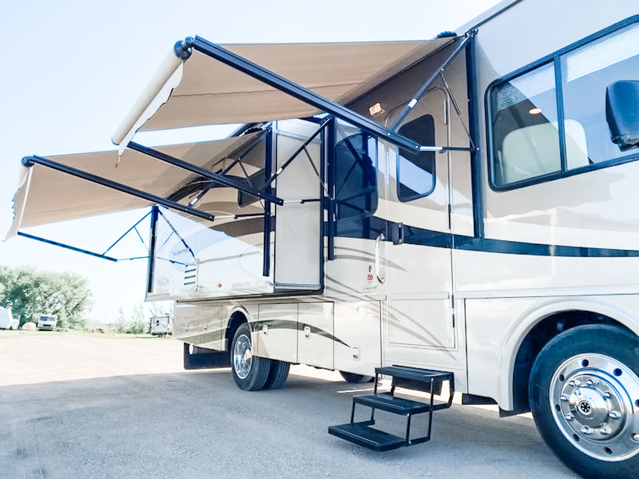 Enjoy instant shade with the double automatic awnings. Also great in light rains if you have an outside picnic table at your RV spot. . Winnebago Sightseer 2013
