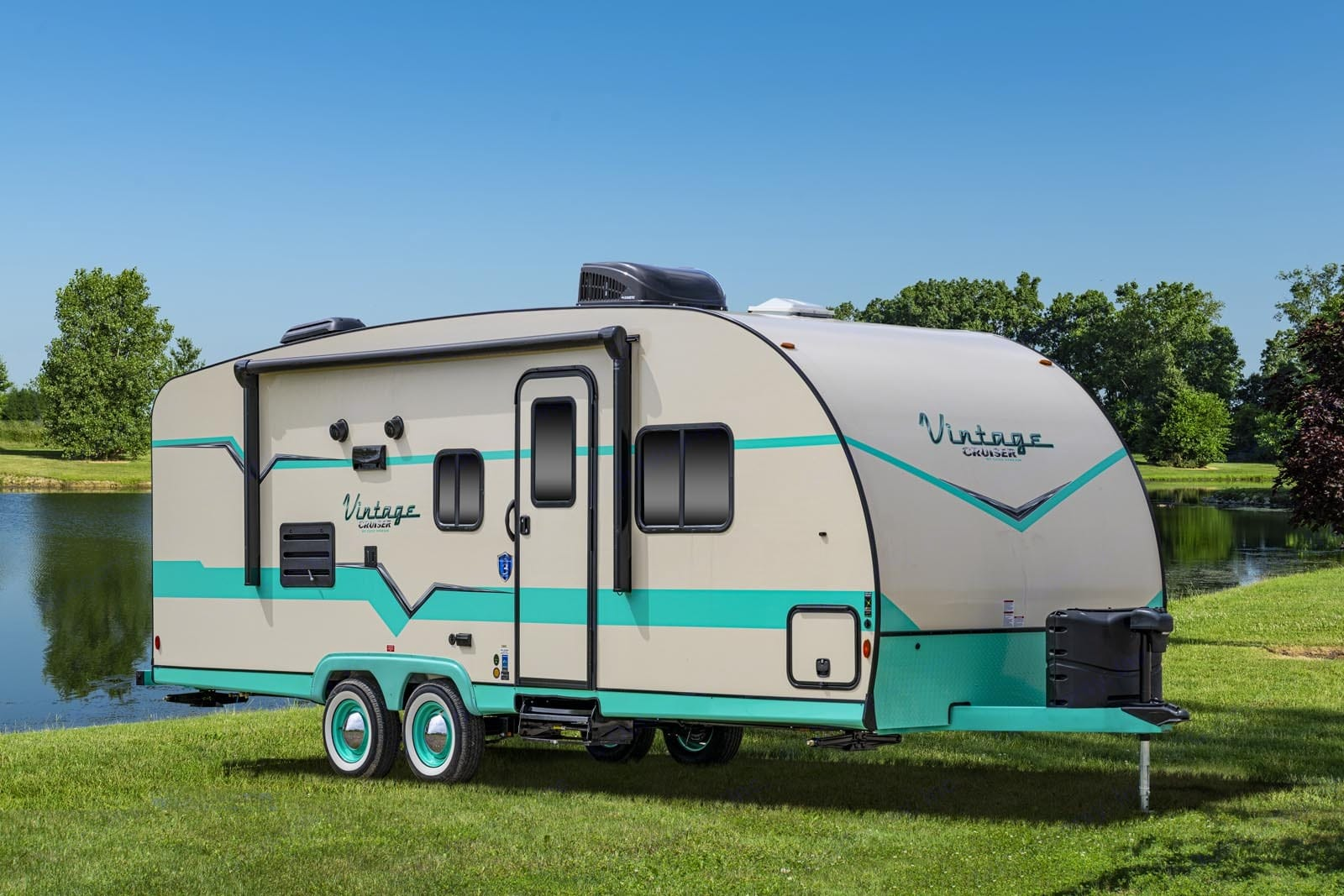 All the nostalgic feels with a fun and funky vibe!. Gulf Stream Cruiser 2018