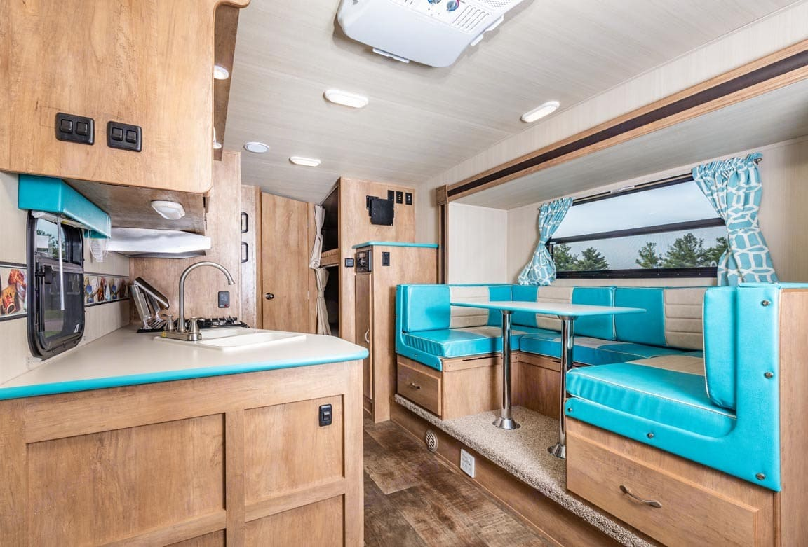 This dinette comfortably seats five.. Gulf Stream Cruiser 2018
