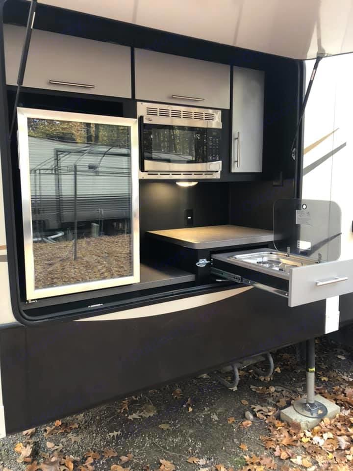 Outdoor Kitchen. Keystone Montana High Country 2017