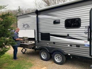 2 gas burners, sink and small refrigerator included with outdoor kitchen. Jayco Jay Flight 2021