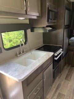 Includes sink, 3 burners, stove, microwave and sink. Jayco Jay Flight 2021