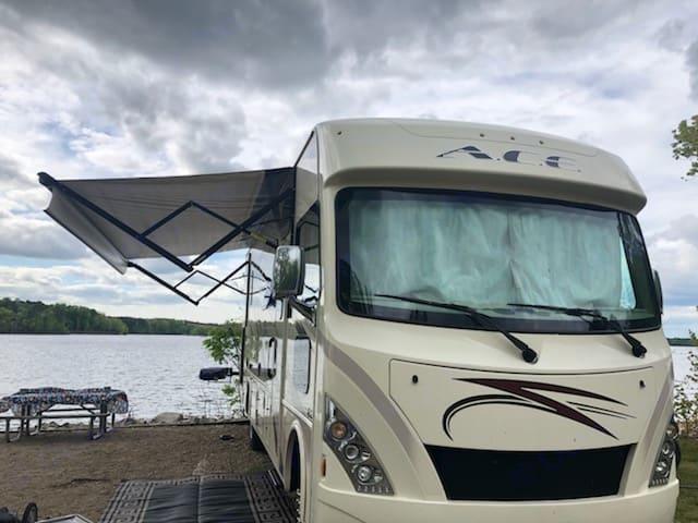 Kerr Lake, NC. Thor Motor Coach A.C.E 2018