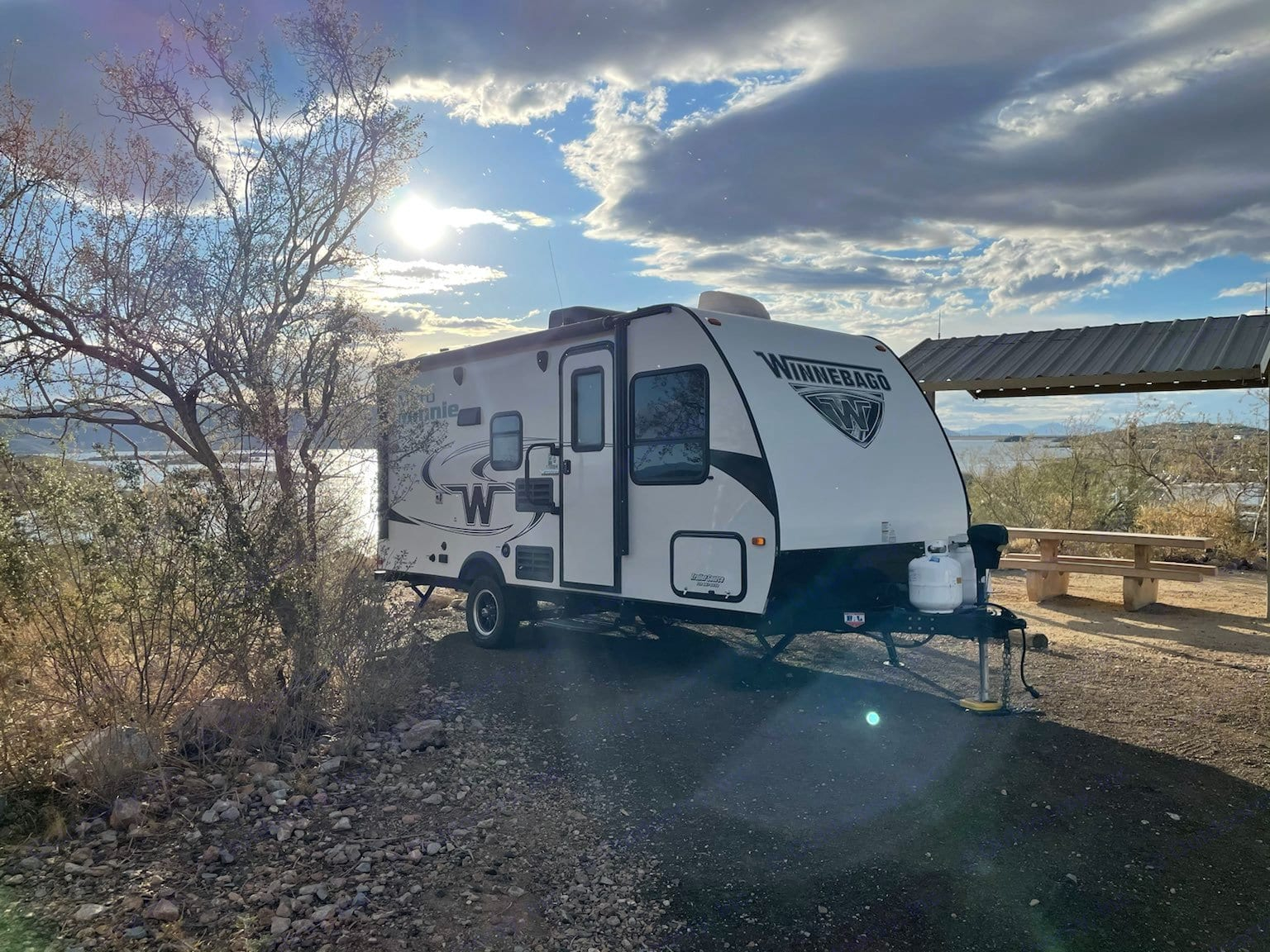 At 21 feet and 3200 lbs dry, this trailer is easily towed by most compact SUV's and trucks.. Winnebago Micro Minnie 2018
