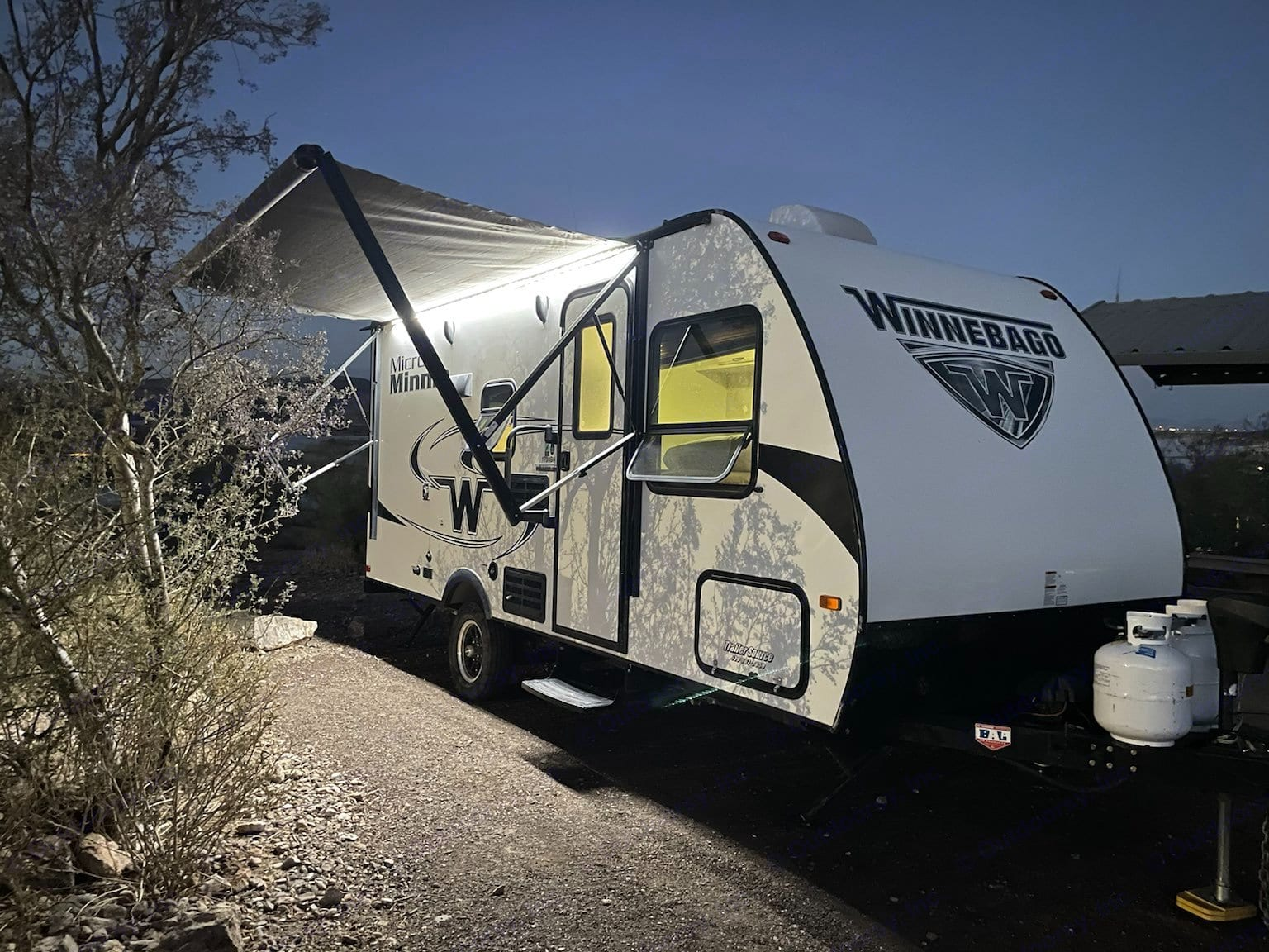 Equipped with an electric awning and outdoor lights. Winnebago Micro Minnie 2018