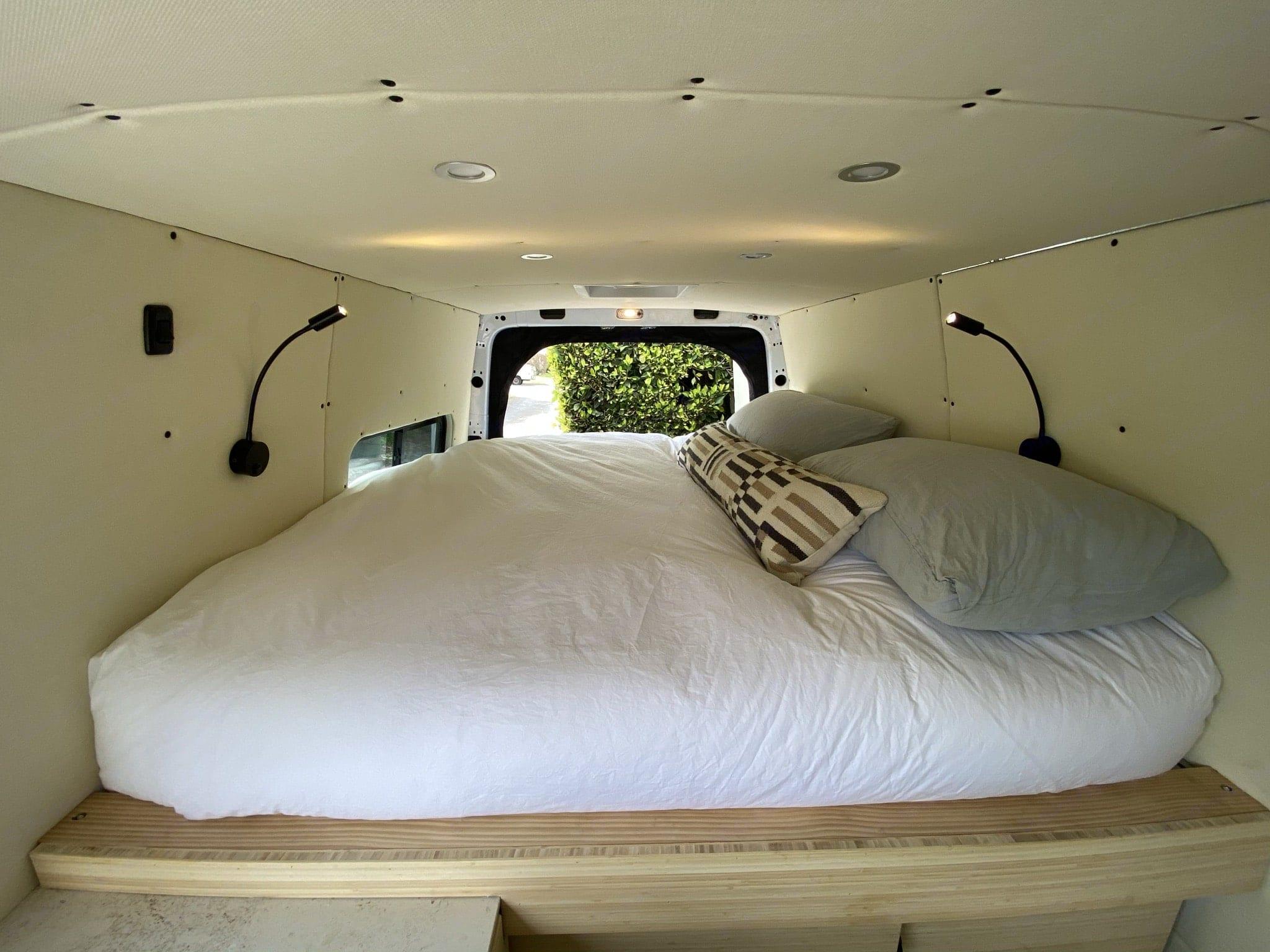 Cozy, custom queen mattress. Mercedes-Benz 4x4 Sprinter mwb 2019