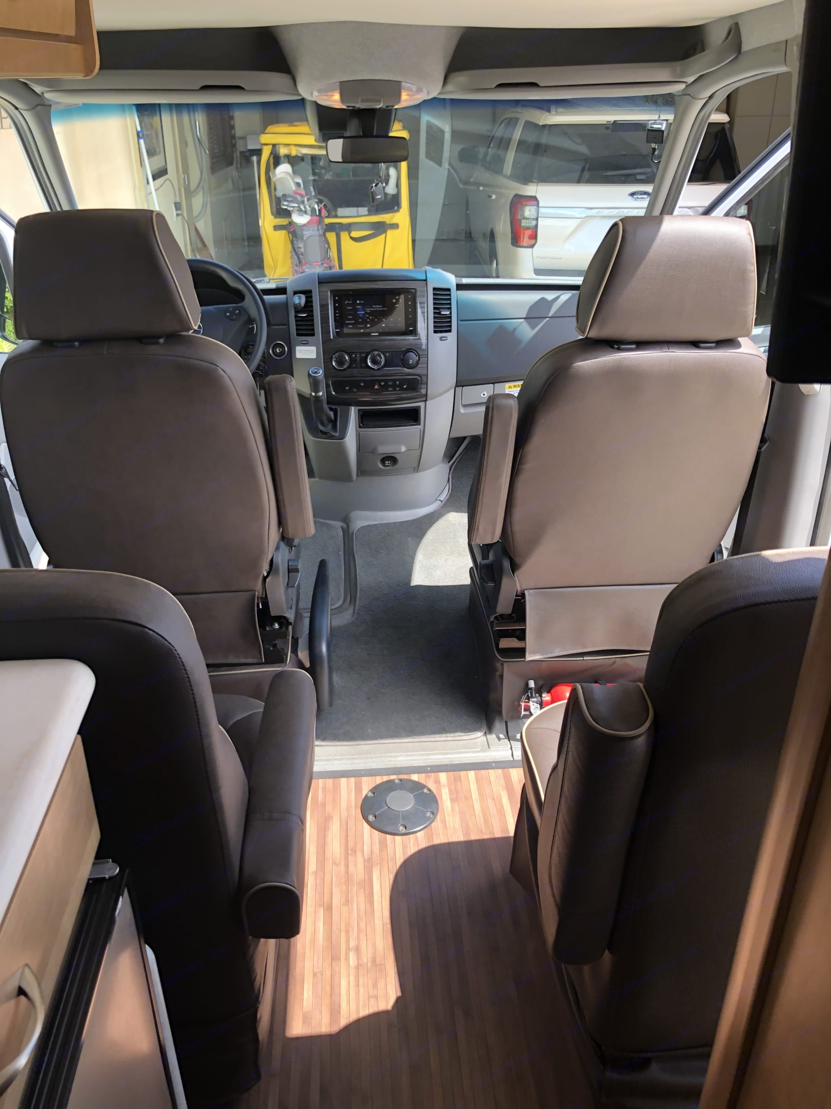 4 captain seat up front for a comfort traveling. Mercedes-Benz Sprinter 2017