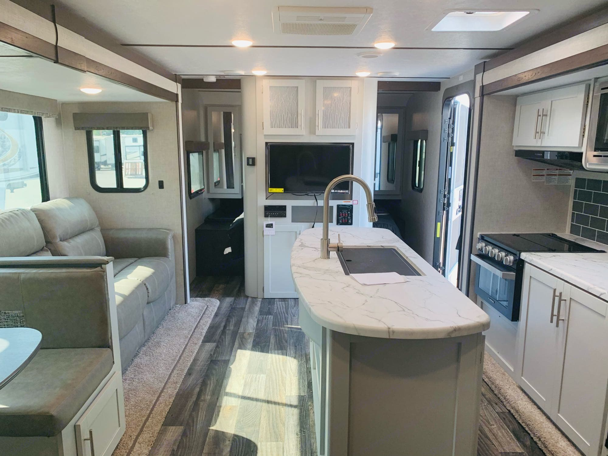 Beautiful Interior - Immaculate Condition. Keystone Bullet 2020