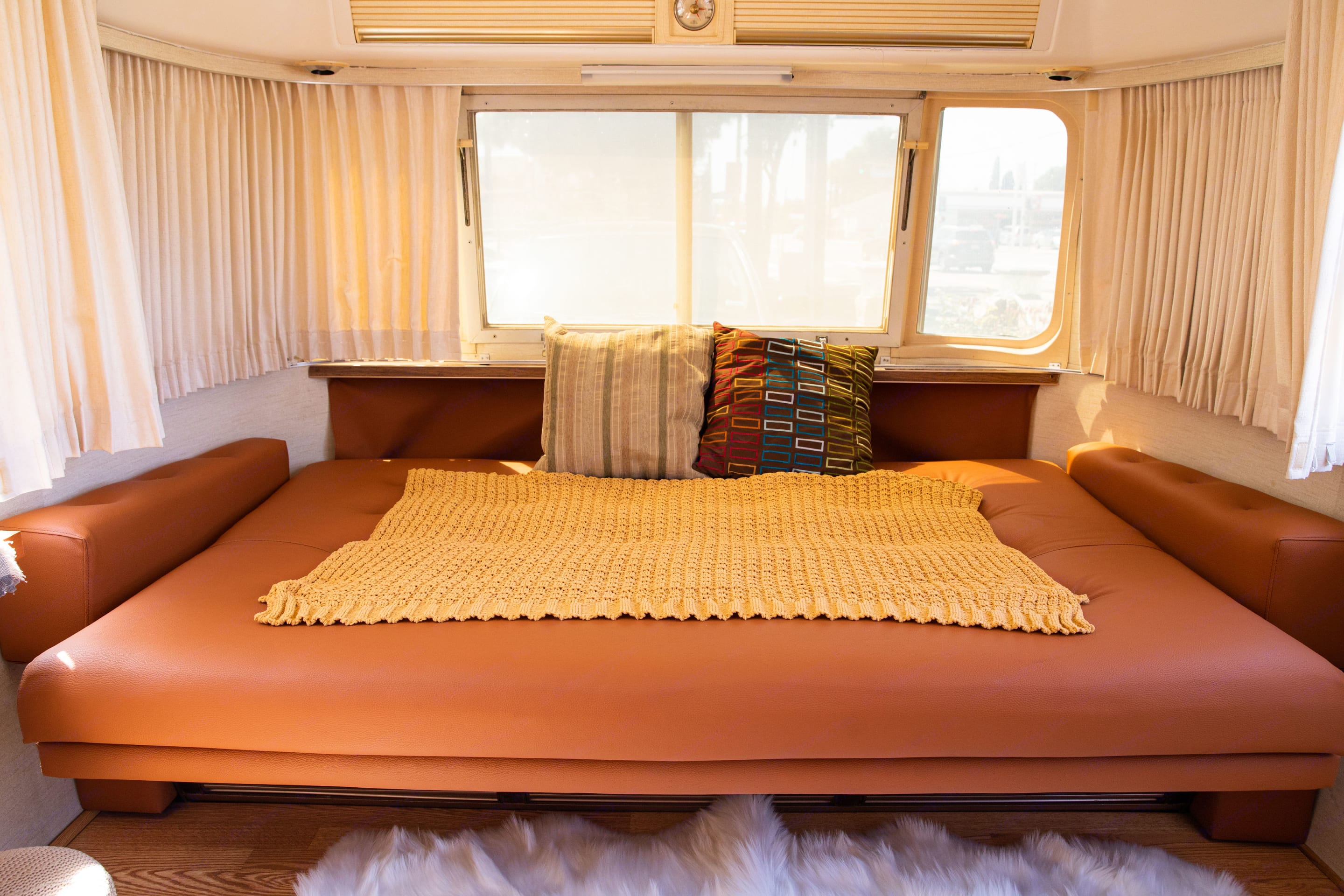 Bed # 1, bed configuration.. Airstream International 1976