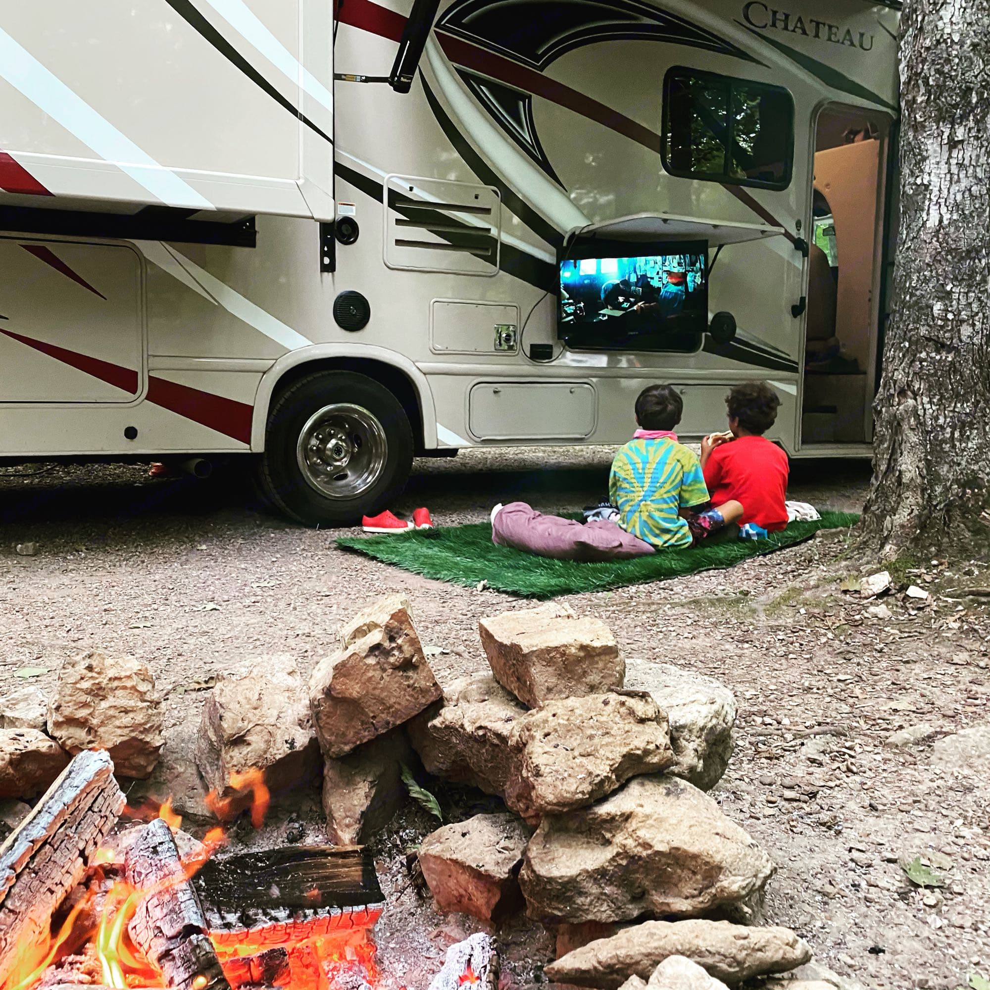 Relax next to the fire while you watch a family film, catch the highlights of the game all while enjoying the outdoors. . Thor Motor Coach Chateau 2017