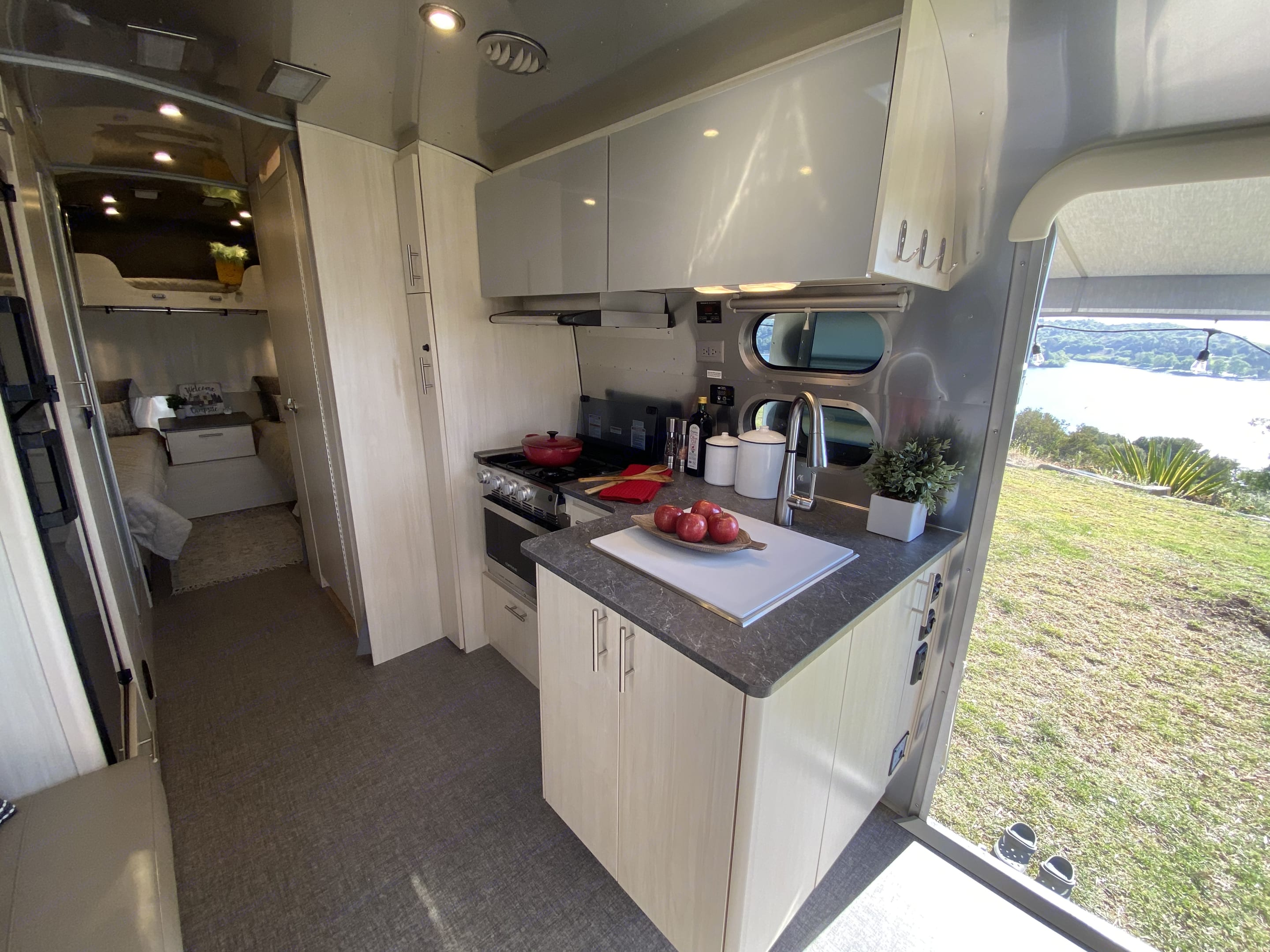 Airstream Flying Cloud 2021