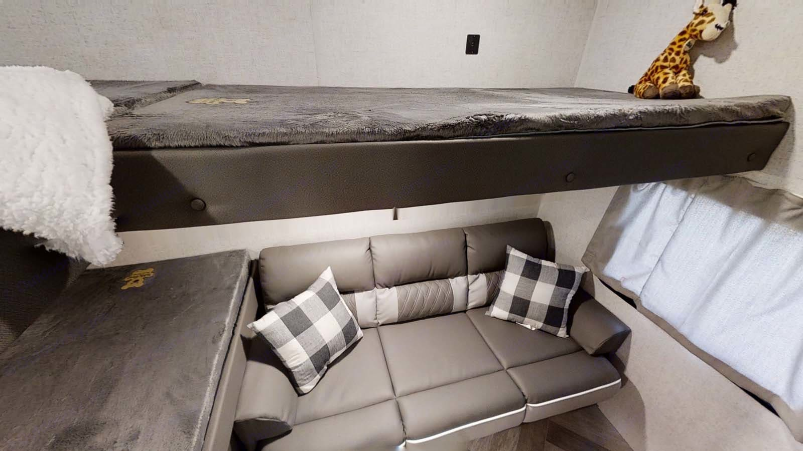 3 twin beds with jack knife couch. Forest River Wildwood X-Lite 2021