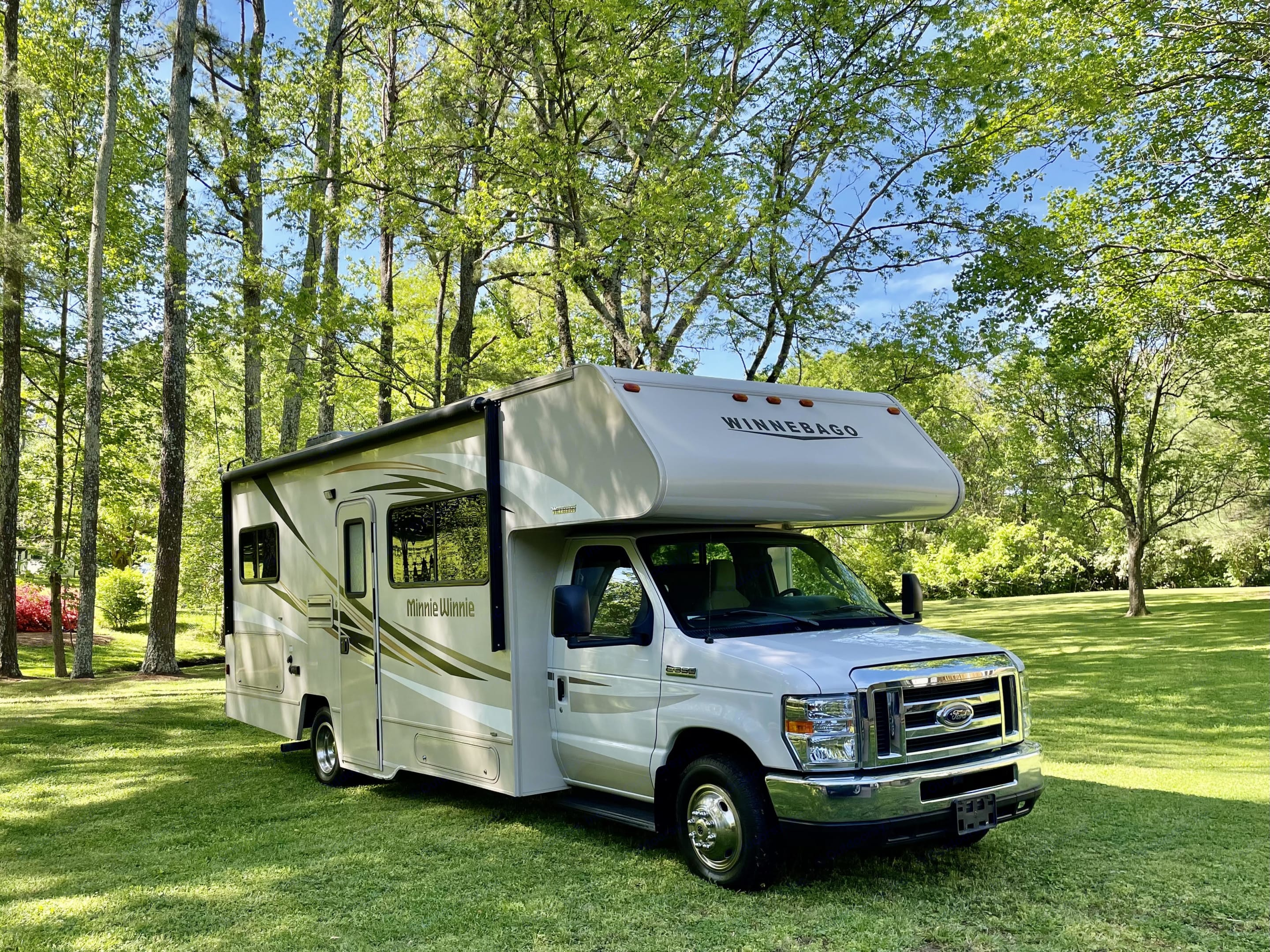 She's a beauty! Small, manageable, self-contained Class C equipped with all the comforts of home. . Winnebago 25B 2018