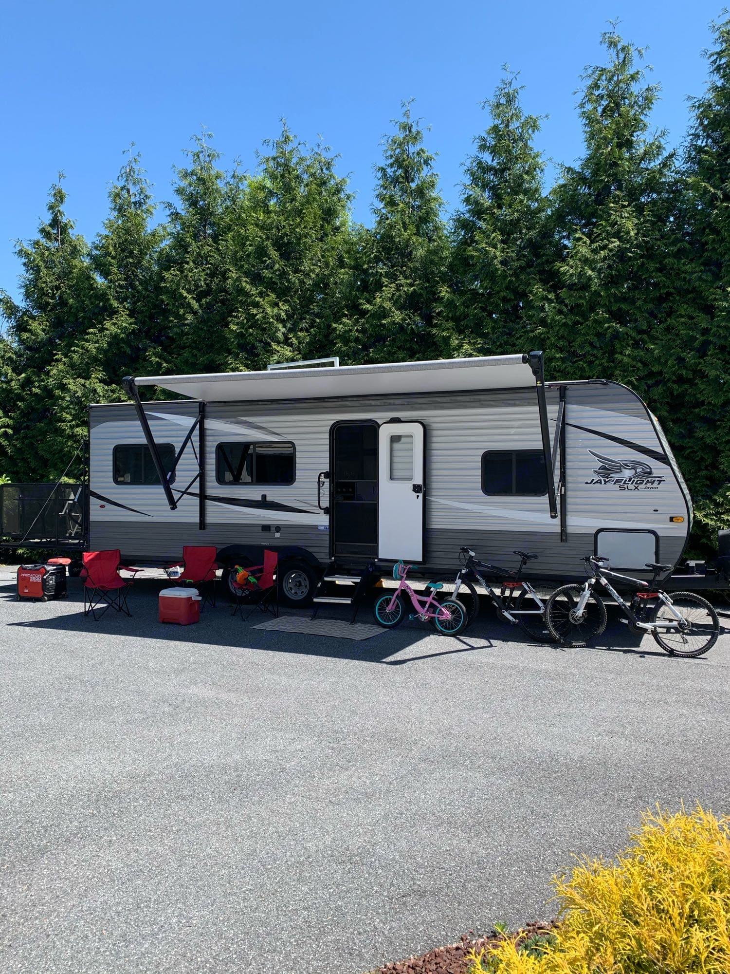 Exterior with awning extended. Jayco Jay Flight 2021