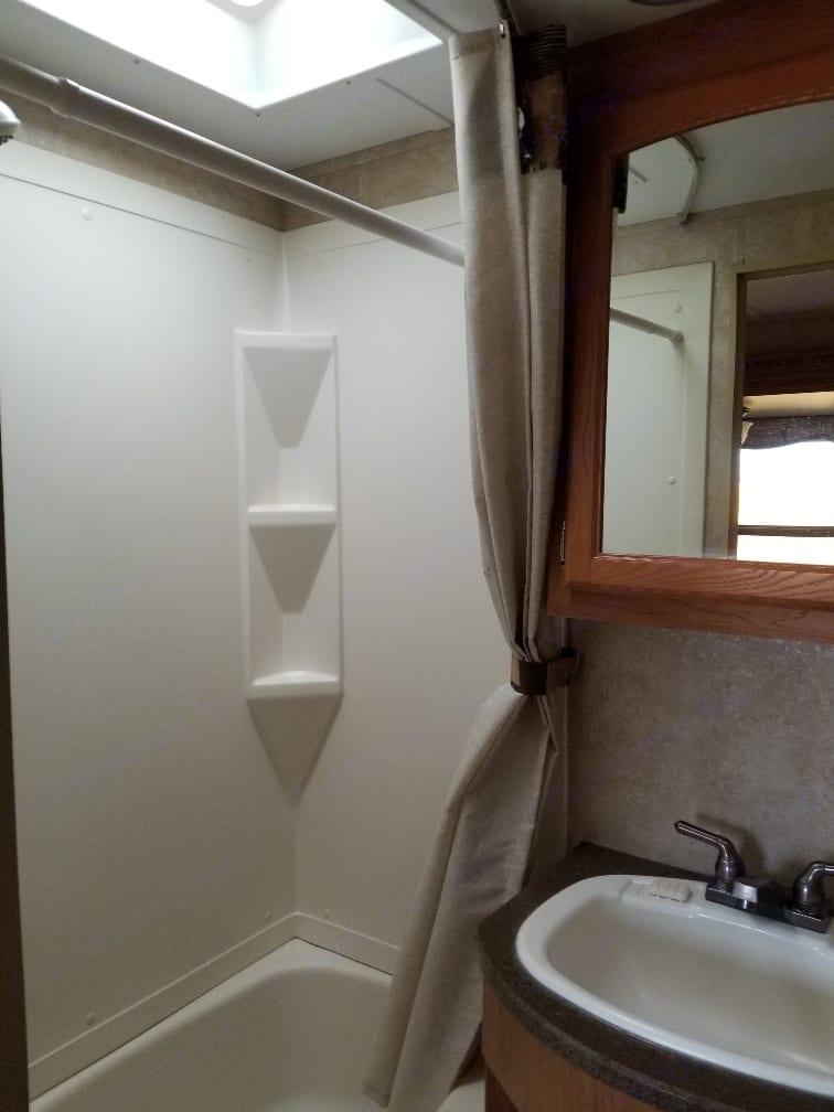 Shower. Keystone Laredo 2011
