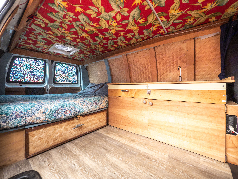 Chevrolet 2500 Express Van 2003