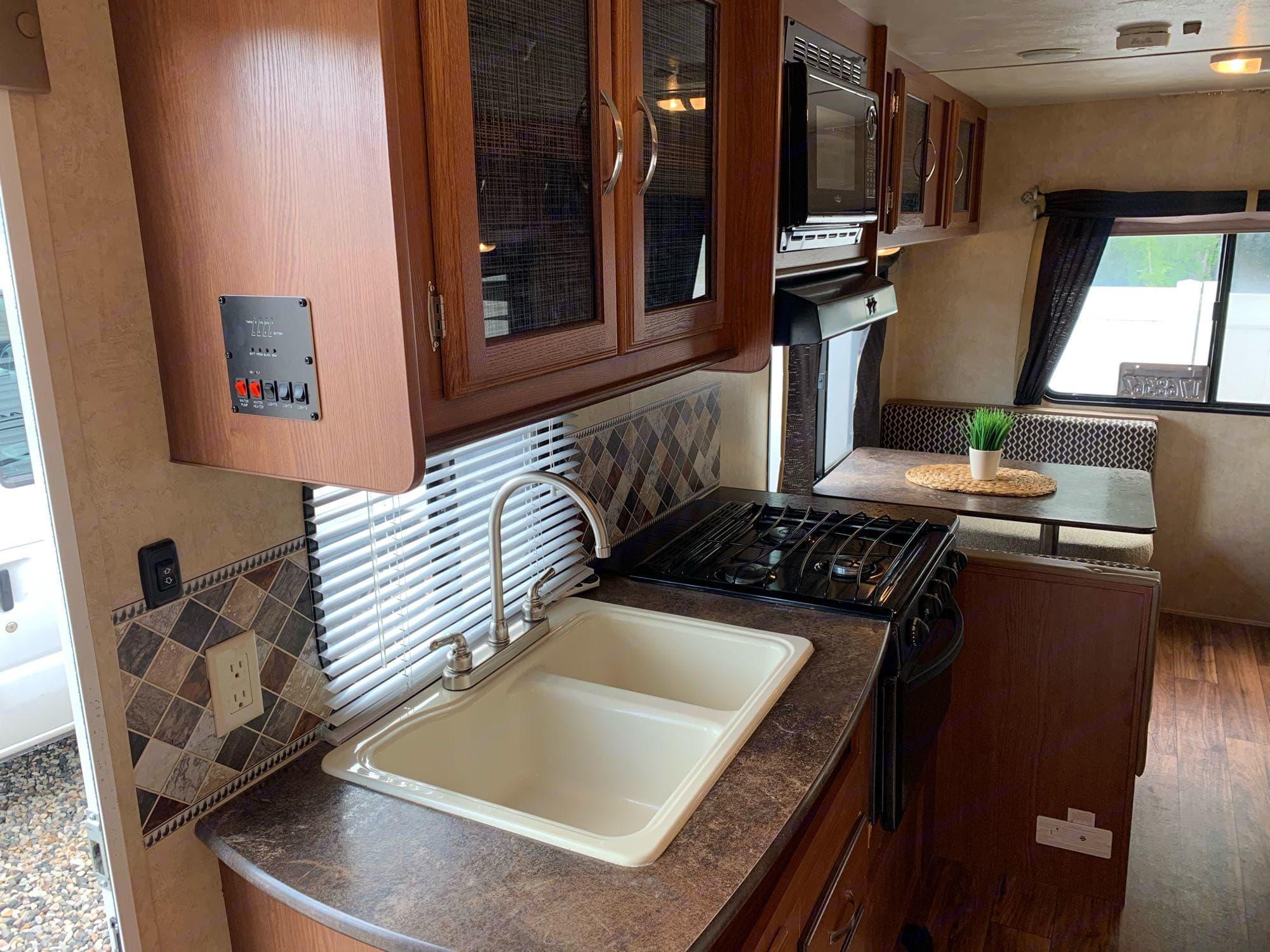 sink, range, lighting and pump controls. Forest River Salem Cruise Lite 2016