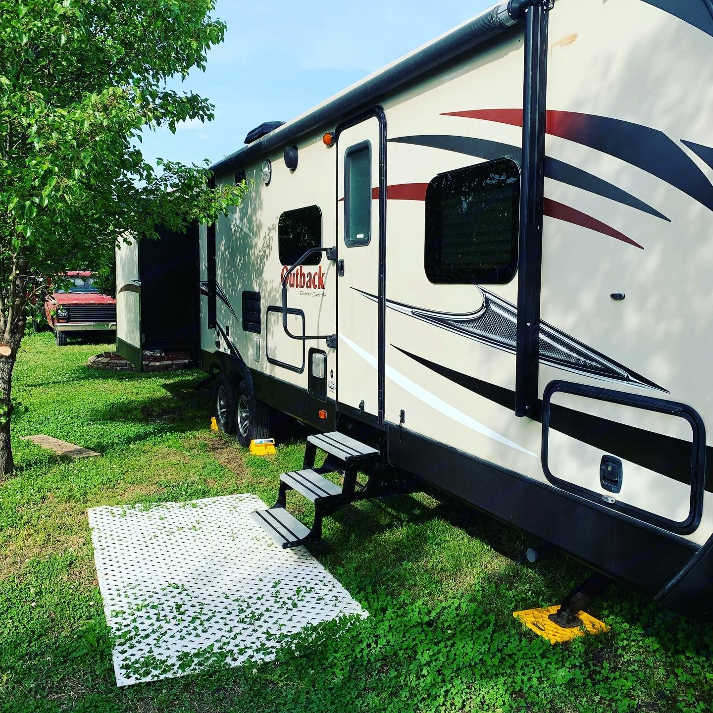 The passenger's side is the location of the door to enter the rig.  This side features 1 pop out, an awning, outdoor shower, cooking, and storage.. Keystone Outback 2017
