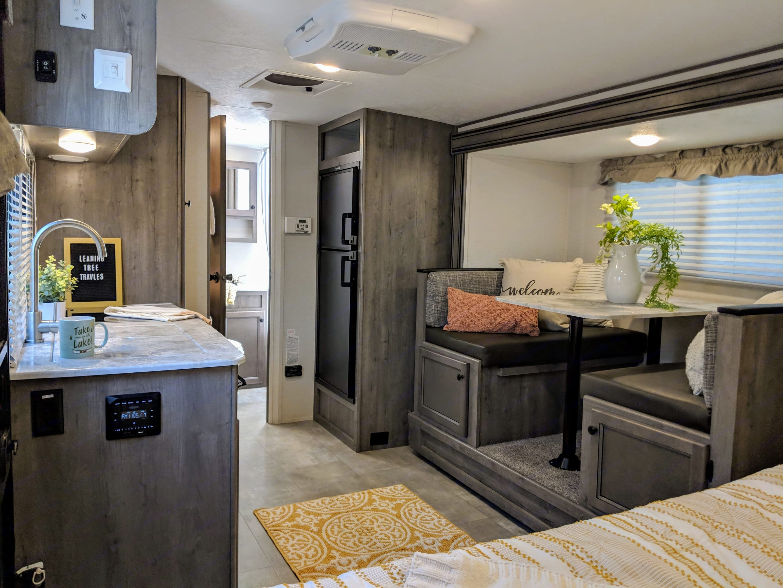 Living Area. Coachmen Apex 2021