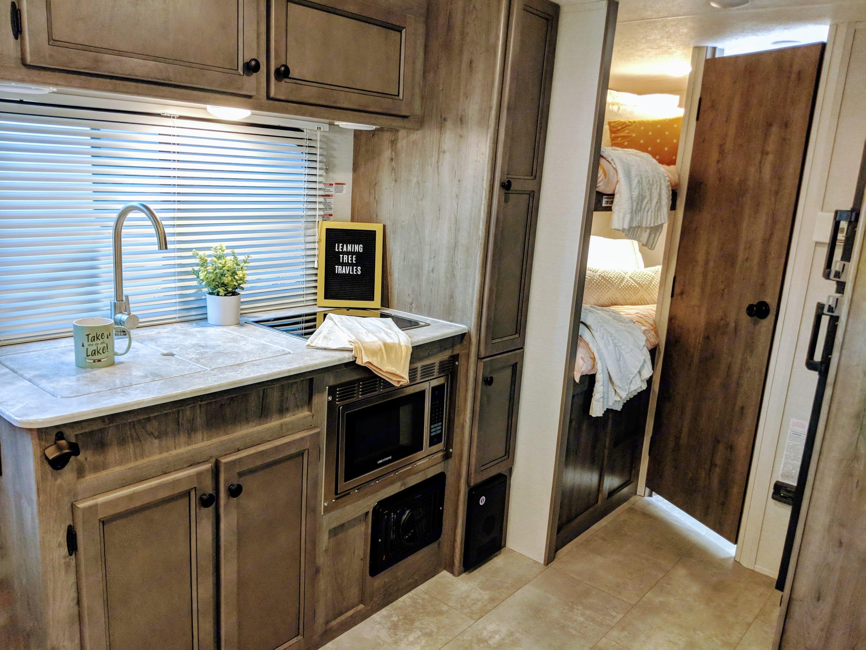 Kitchen. Coachmen Apex 2021