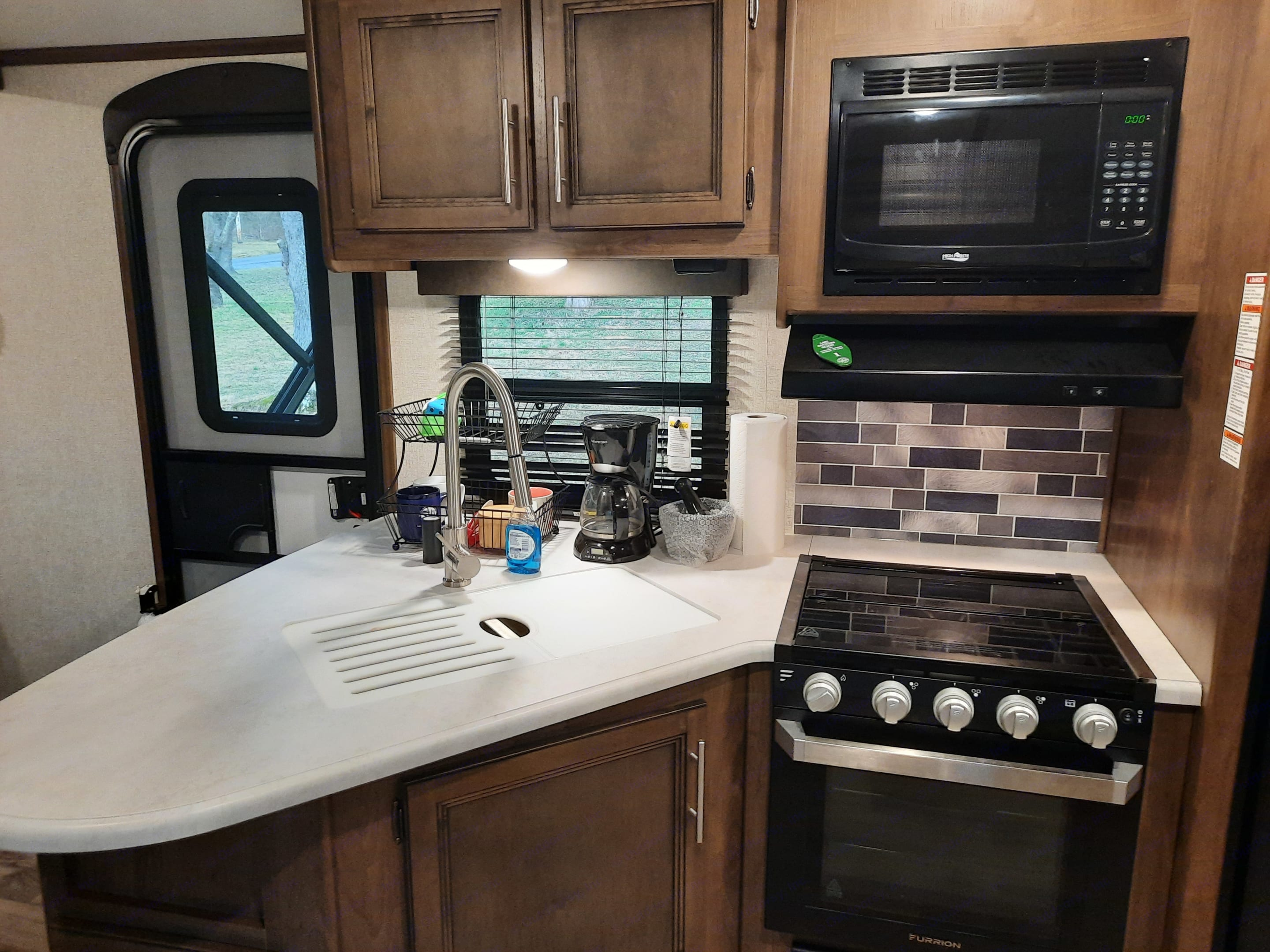 3 burner cook top with oven, microwave and gooseneck faucet.. Keystone Cougar Half-Ton 2021