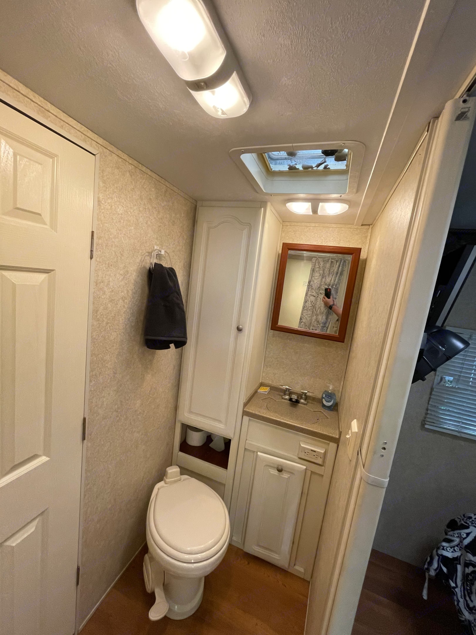 Fully stocked and clean bathroom can accomodate 4 people for 5 days without dumping!. Keystone Outback 2007