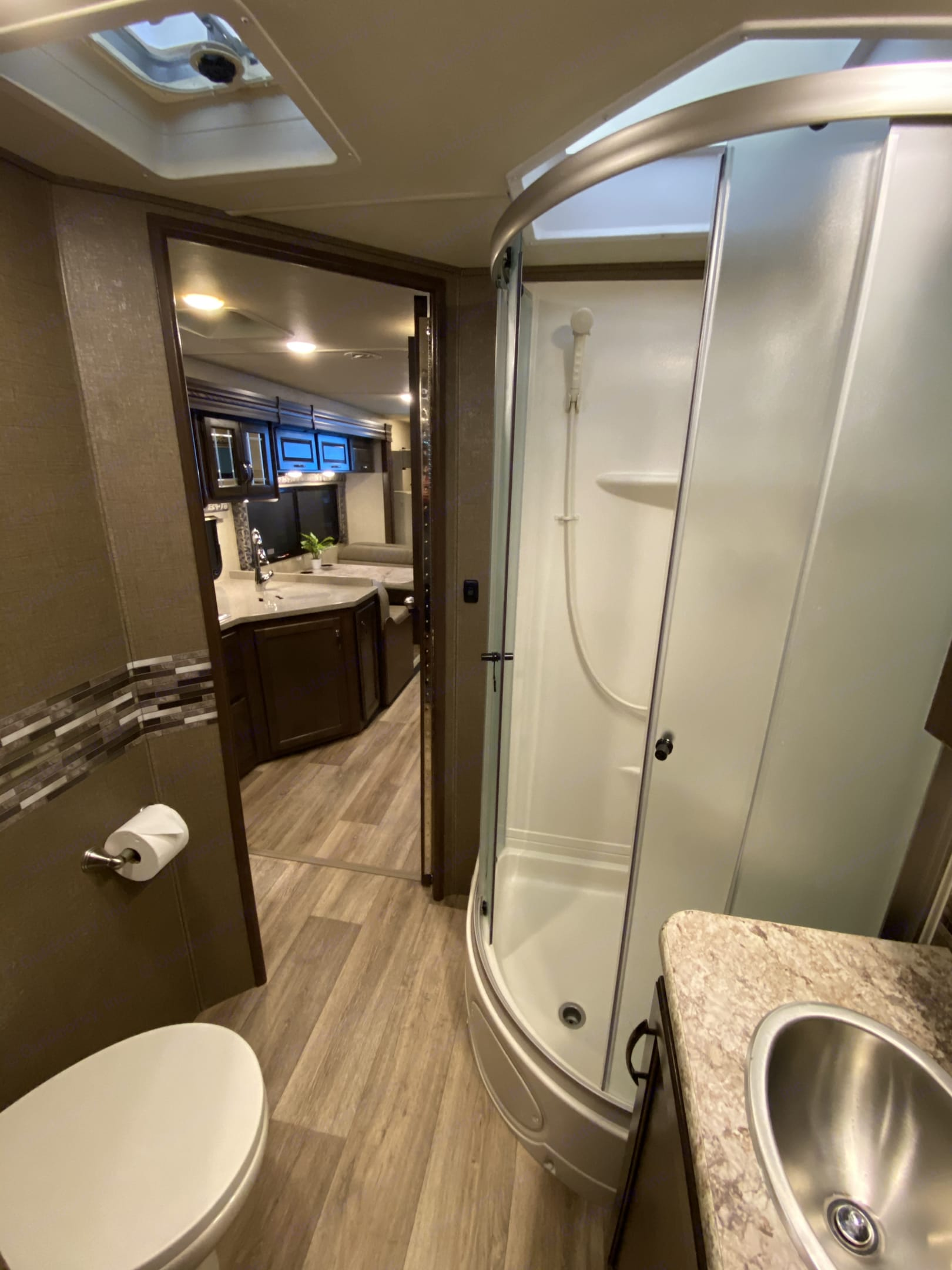 Thor Motor Coach Four Winds with full wall slide 2018