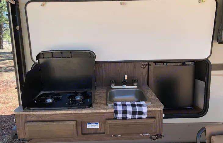 Stove top & sink. Forest River Rockwood Mini Lite 2018