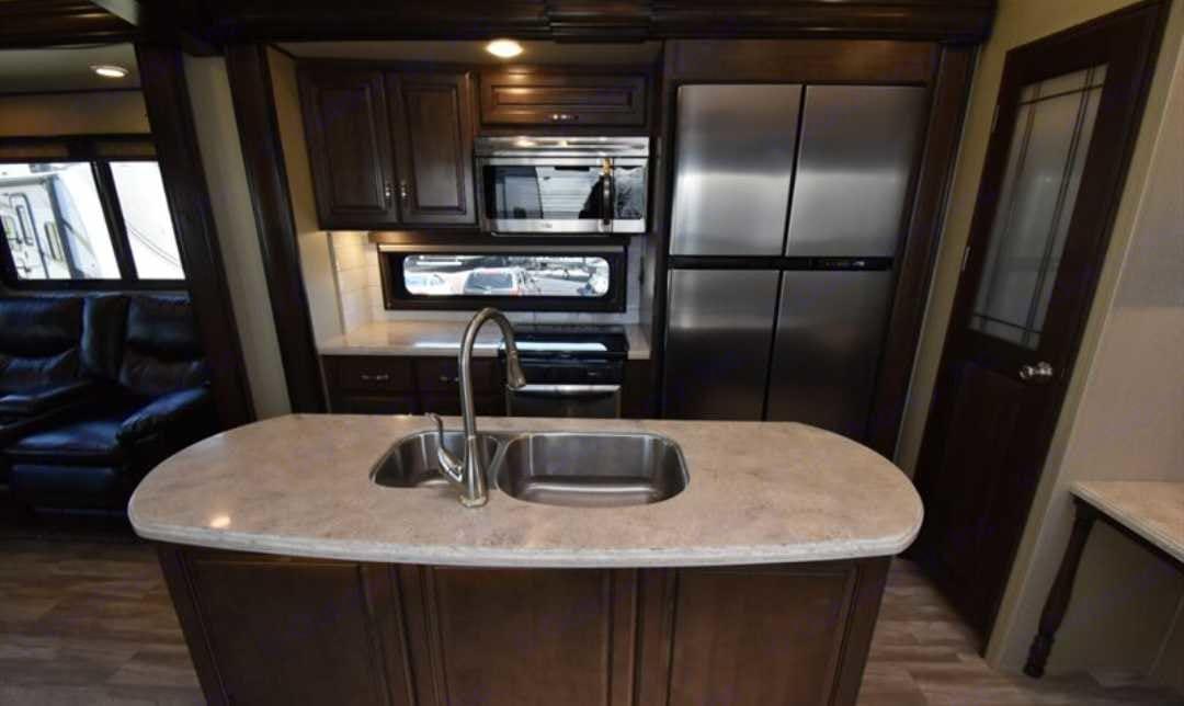 Room to prepare meals. Grand Design 360 RL 2017