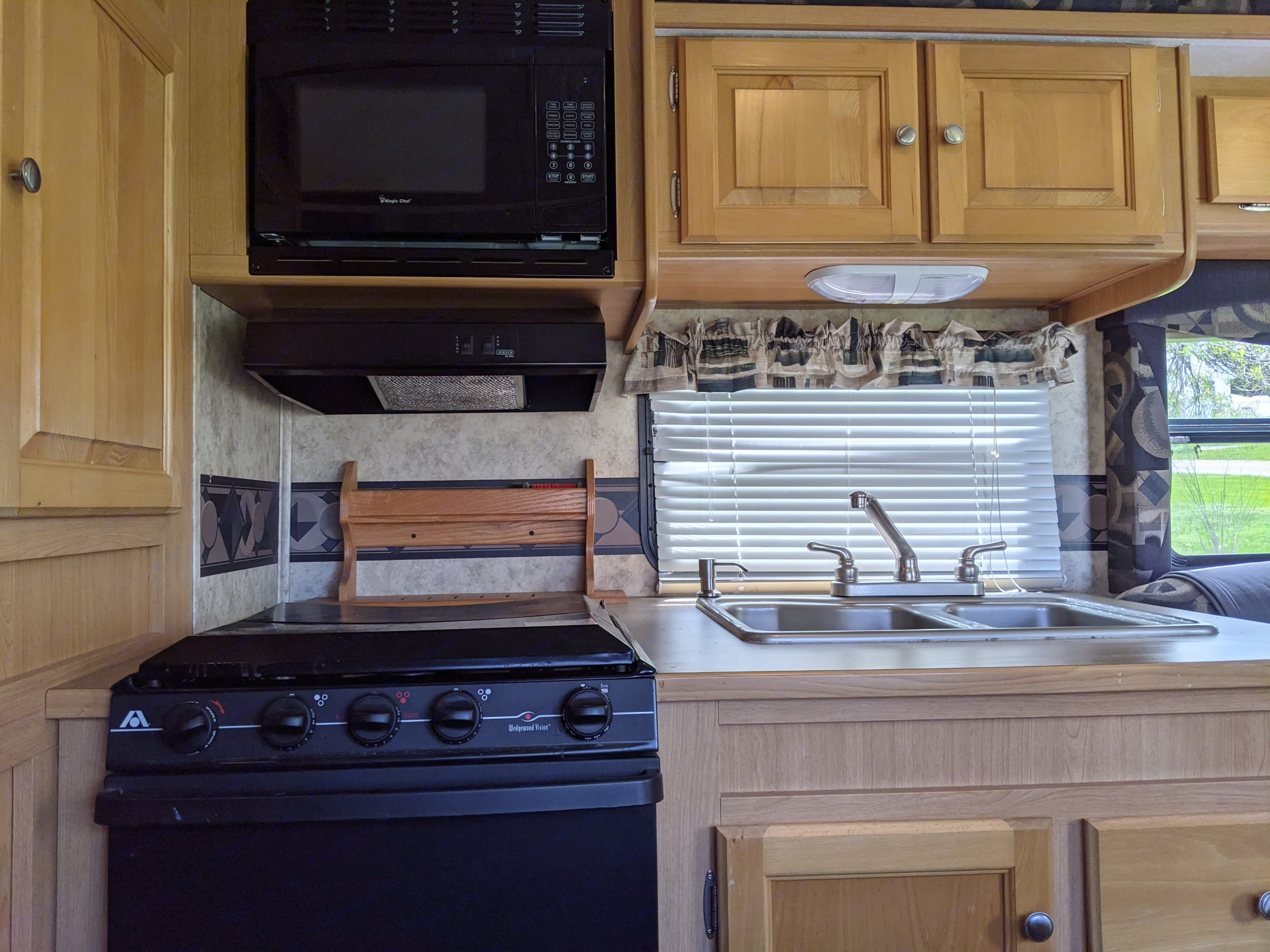 All appliances work great including Oven, stove top, and Microwave.. Pilgrim International Cirrus 28CBHS 2008