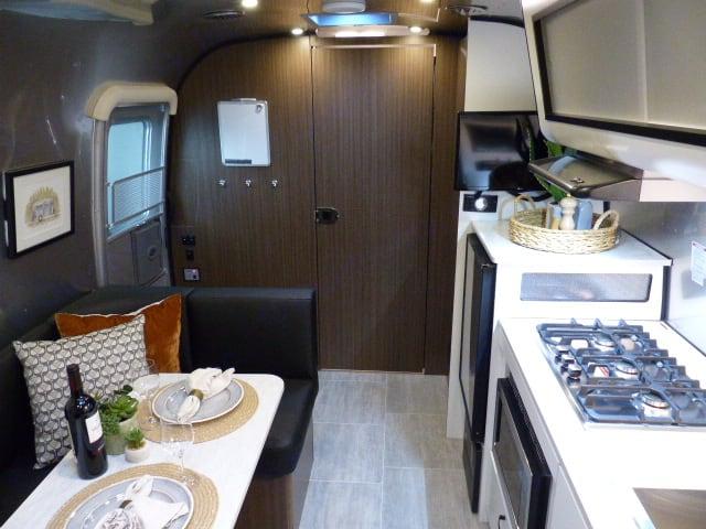 Airstream Caravel 22FB 2021