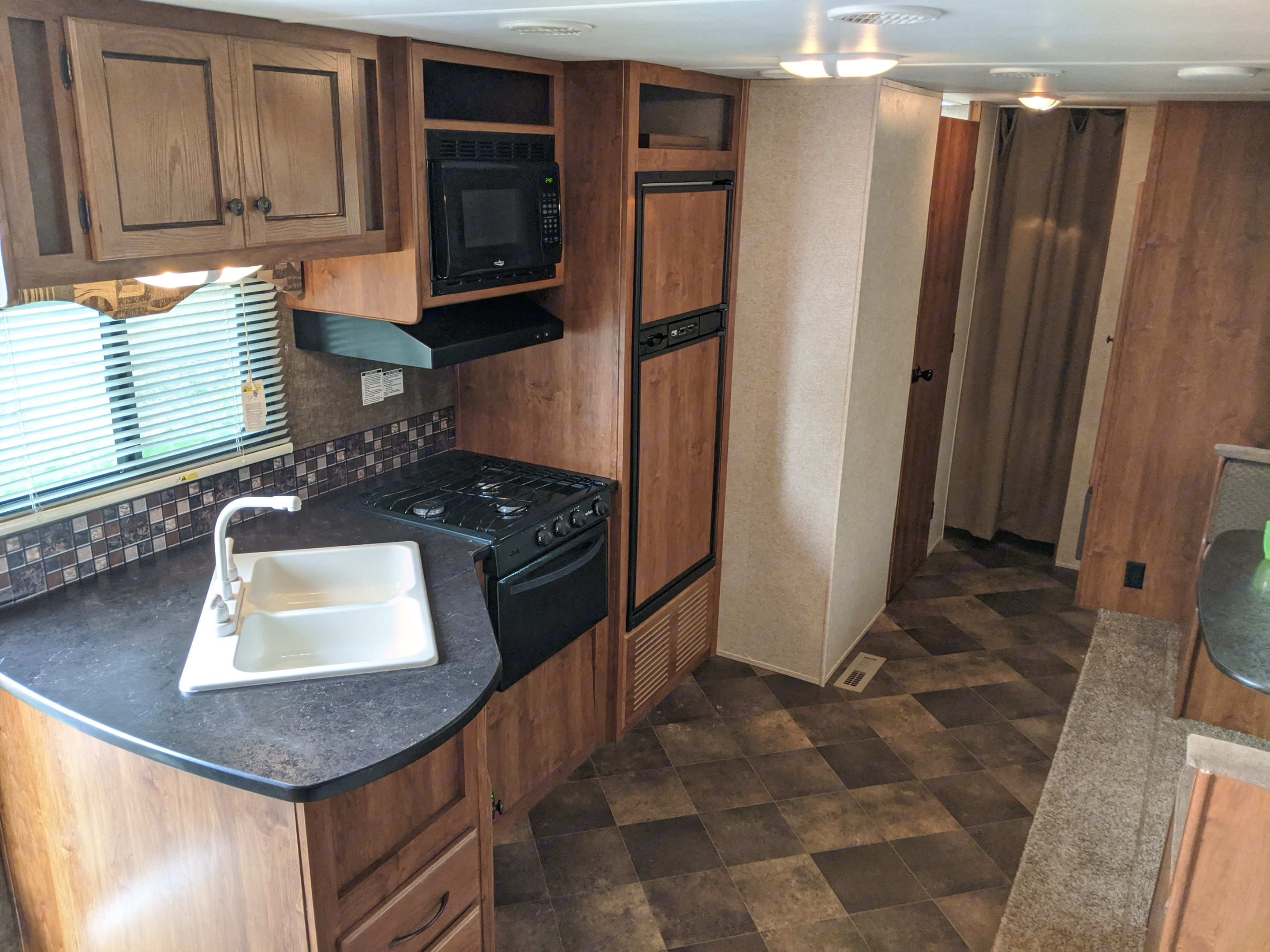Everything you need except the food! Coffee maker, microwave, range, oven, fridge & freezer. Dishes, silverware, utensils, cups all included. . Heartland Trail Runner 2014
