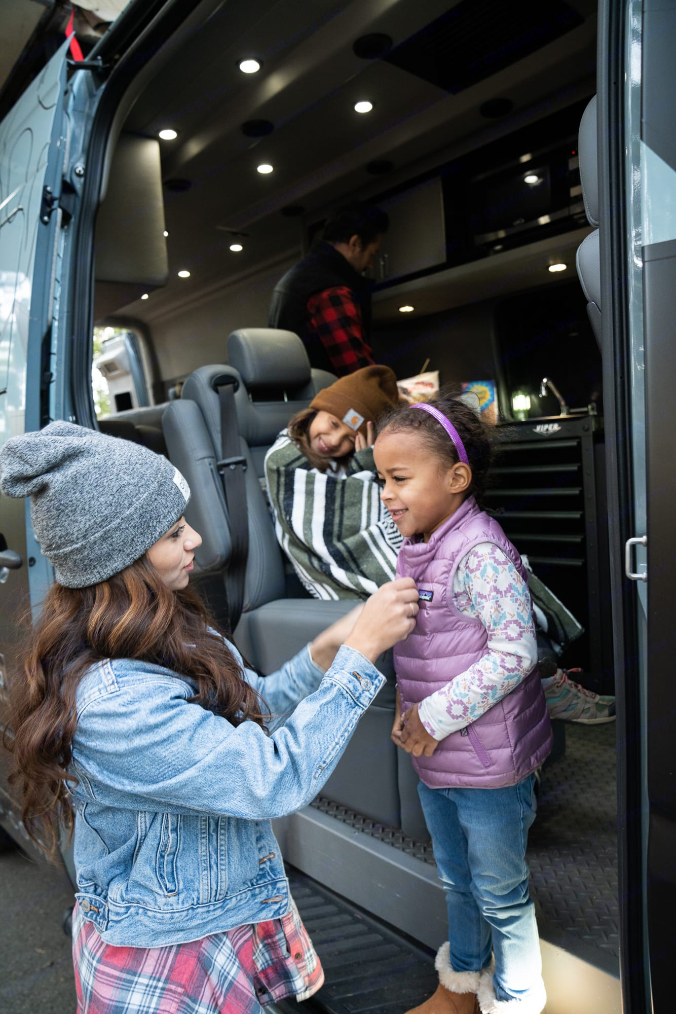 Gear and head out!  Utilize our kitchen and hotplate to get your day off to a great a start!. Mercedes-Benz Sprinter 2018