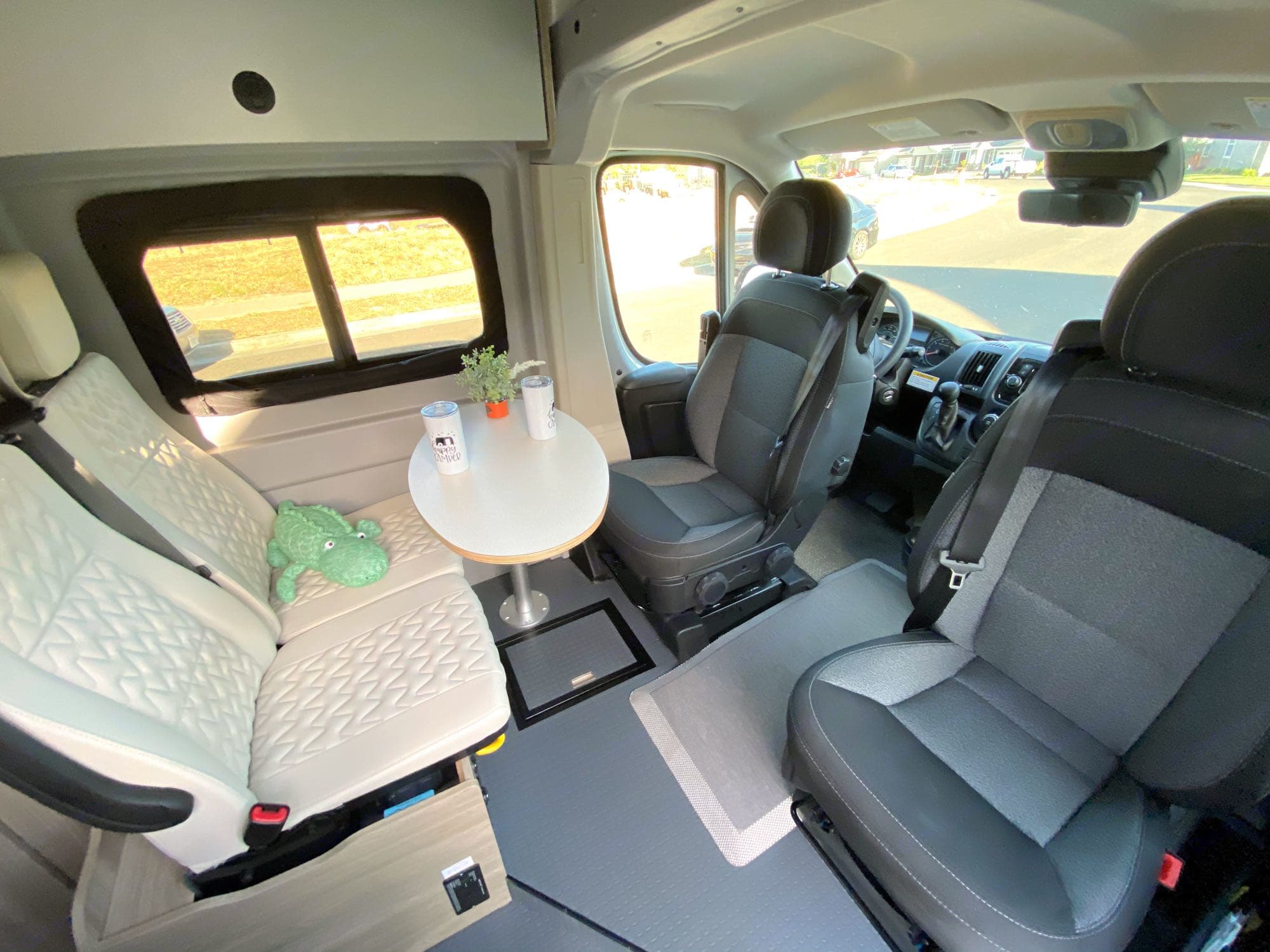 Driver and front passenger seats swivel . Winnebago Solis PX 2022