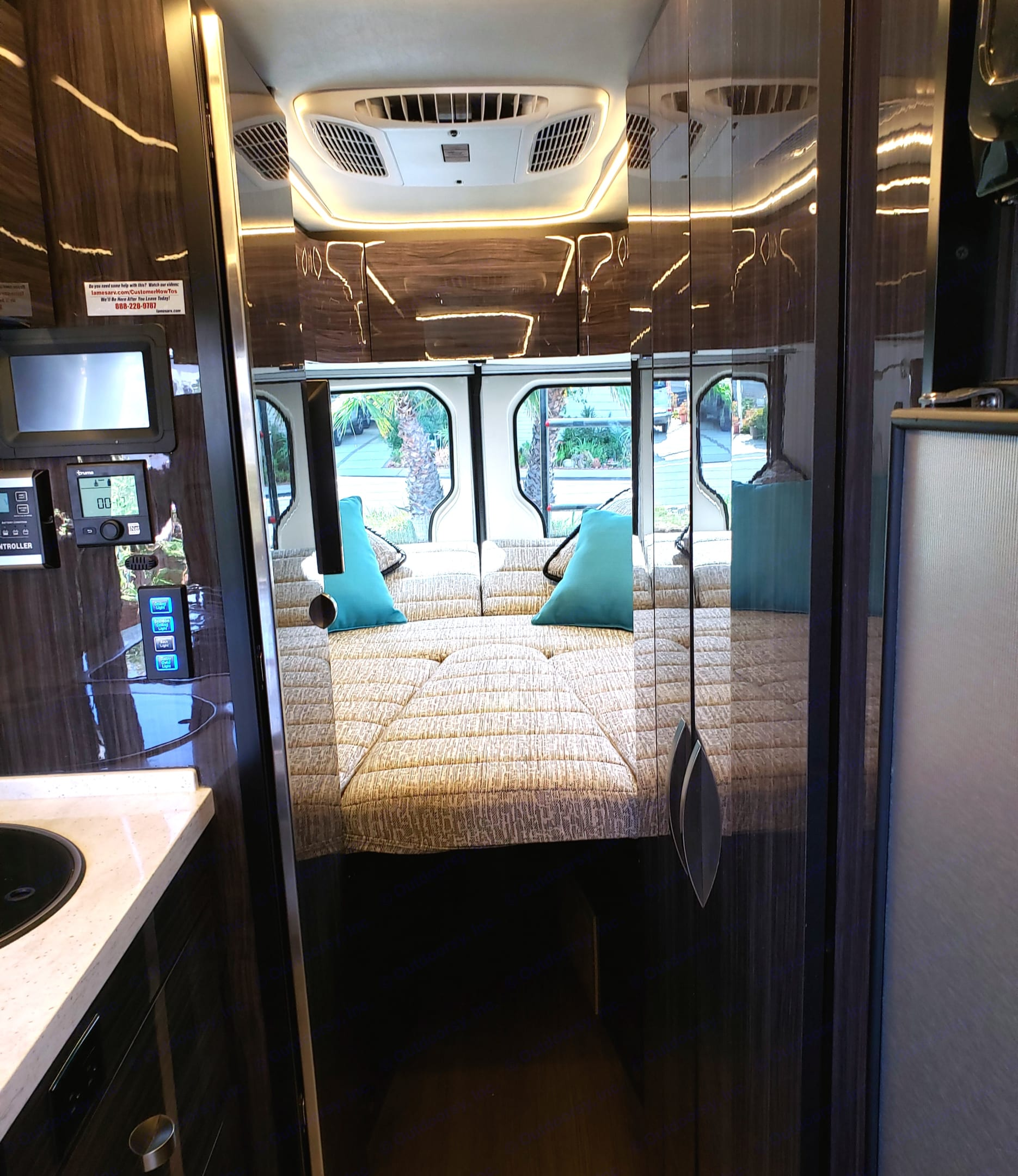 Spacious queen bed! Remove center piece and turn into 2 separate beds!. Winnebago Mercedes Sprinter 2018