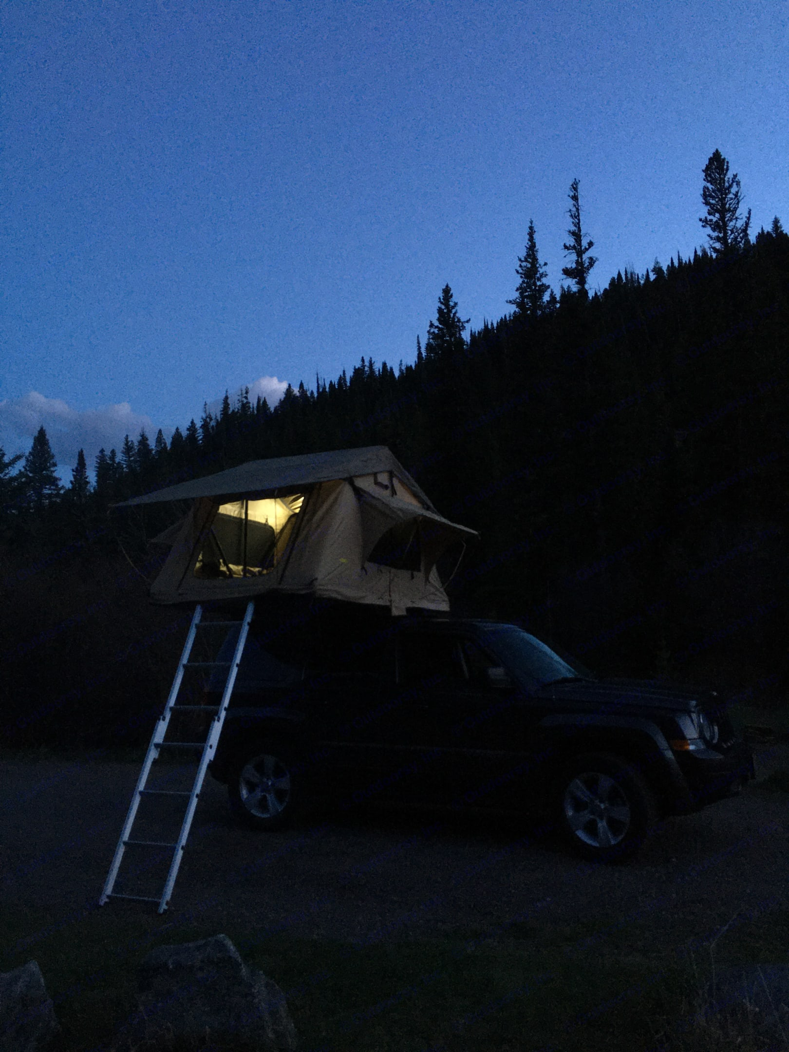 The tent includes LED strips with a battery pack. . Jeep Patriot 2016