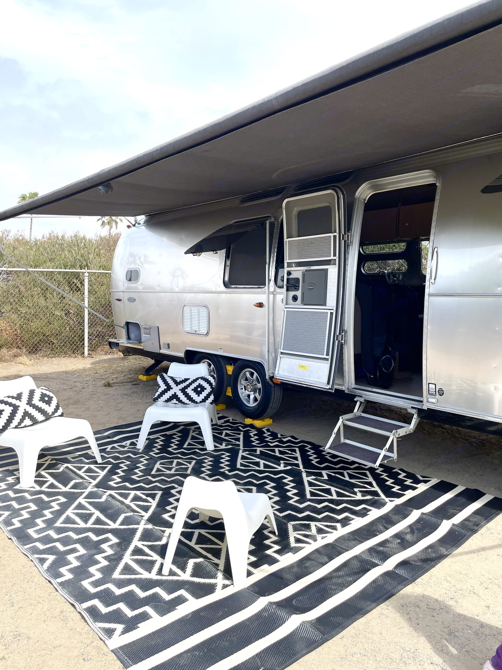 Sand mine mats and camp chairs.. Airstream Flying Cloud 2018