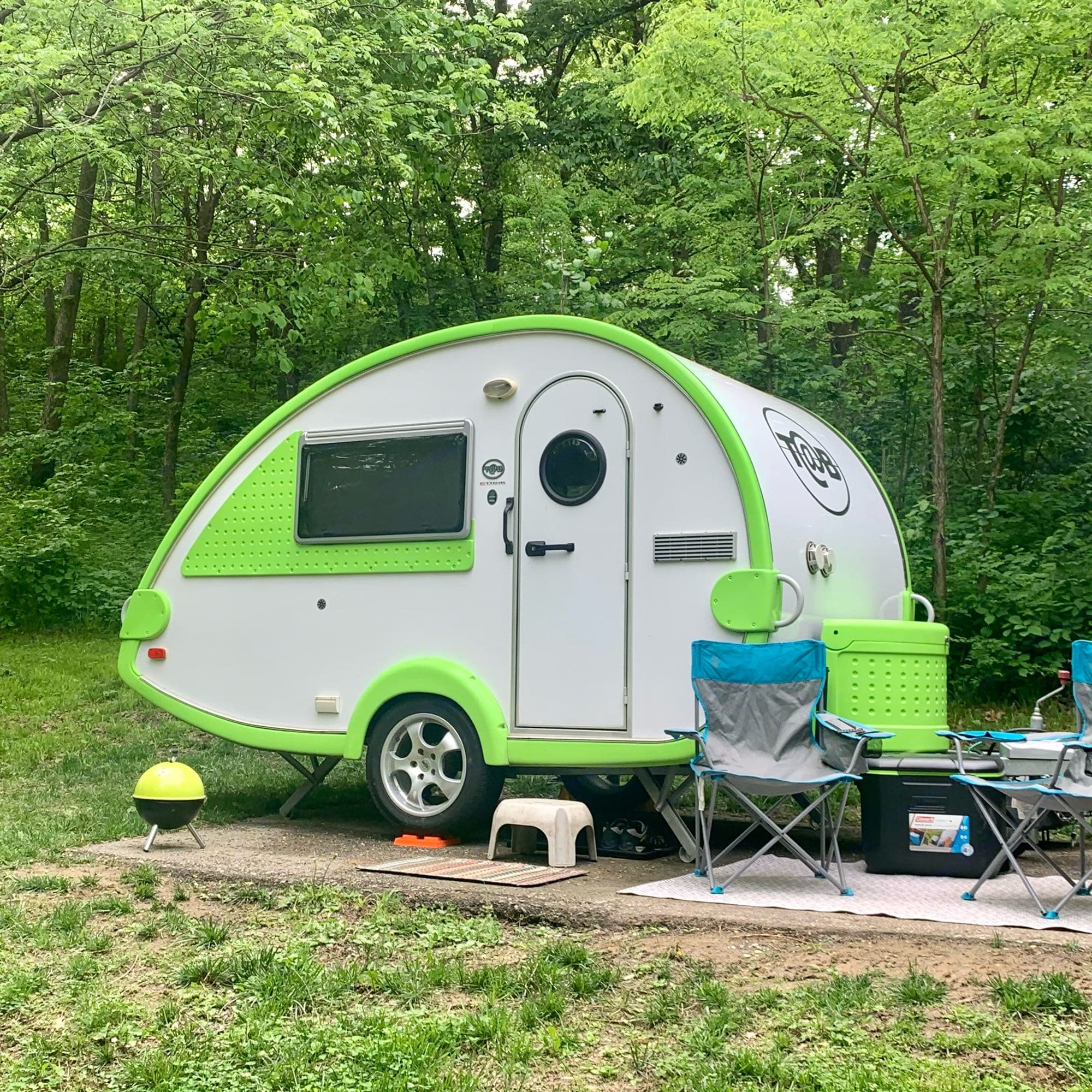 at 16', it fits easily into smaller campsites at national, state, & county parks. Tiny charcoal grill, medium cooler, & 2 folding camp chairs included. T@B T16 2008