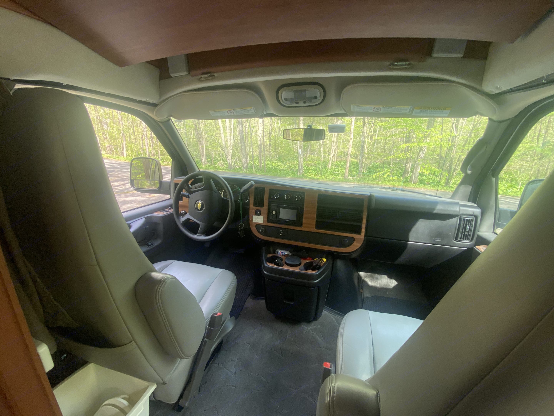 Third seat behind front passenger.. Roadtrek 190 Popular 2010